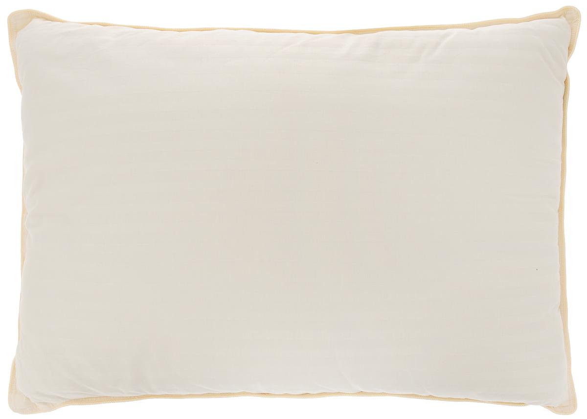 Подушка Togas Роял Жаккард, наполнитель: верблюжья шерсть, 50 х 70 смBW-4770Чехол подушки Togas Роял Жаккард выполнен из жаккардового сатина (100% хлопок). Наполнитель подушки изготовлен из верблюжьей шерсти. Верблюжья шерсть обладает уникальными, присущими только ей свойствами. Она прочнее и легче многих других видов шерсти, имеет полую структуру, благодаря которой поддерживает постоянную температуру тела. Верблюжья шерсть не только удерживает воздух, но и поглощает влагу и быстро ее испаряет, оставляя тело сухим.Верблюжья шерсть обладает очень хорошим согревающим эффектом, благодаря которому расширяются сосуды, усиливается микроциркуляция крови, активируя обмен веществ и восстановительные процессы в тканях. Подушка Togas Роял Жаккард обладает ортопедическим эффектом. Изделие упаковано в чехол на змейке с ручкой, что является чрезвычайно удобным при переноске.Рекомендации по уходу:- стирка запрещена,- нельзя отбеливать,- не гладить. Не применять обработку паром,- нельзя выжимать и сушить в стиральной машине.