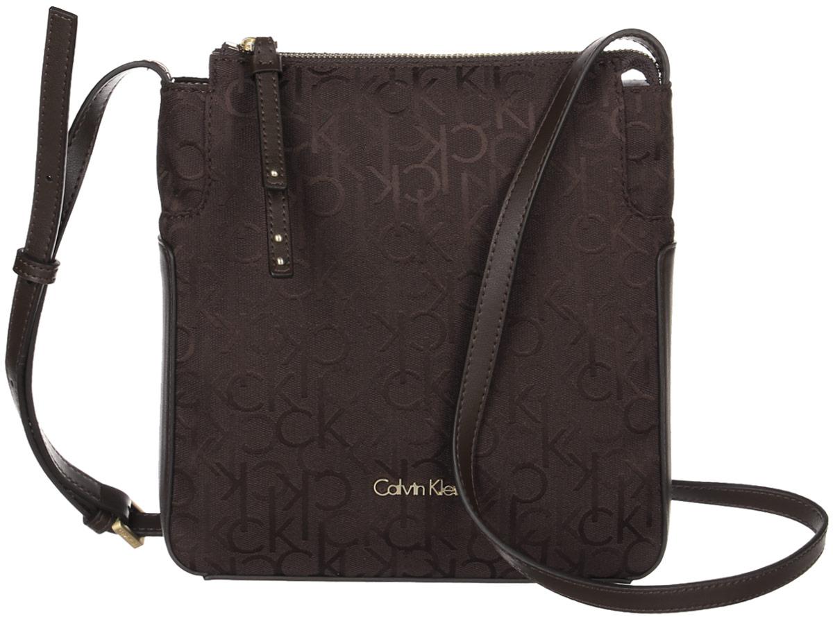 Сумка женская Calvin Klein Jeans, цвет: коричневый. K60K602236_2250A16-32122_117Стильная сумка Calvin Klein не оставит вас равнодушной благодаря своему дизайну и практичности. Она изготовлена из качественного хлопка с элементами из искусственной кожии оформлена фирменным принтом. Лицевая часть оформлена металлической пластинкой с названием бренда. Сумка оснащена удобным плечевым ремнем, длина которого регулируетсяс помощью пряжки. Изделие закрывается на удобную молнию. Внутри расположено главное отделение, которое содержит открытый накладной карман для мелочей.Такая удобная и модная сумка станет незаменимой вещью в вашем гардеробе.