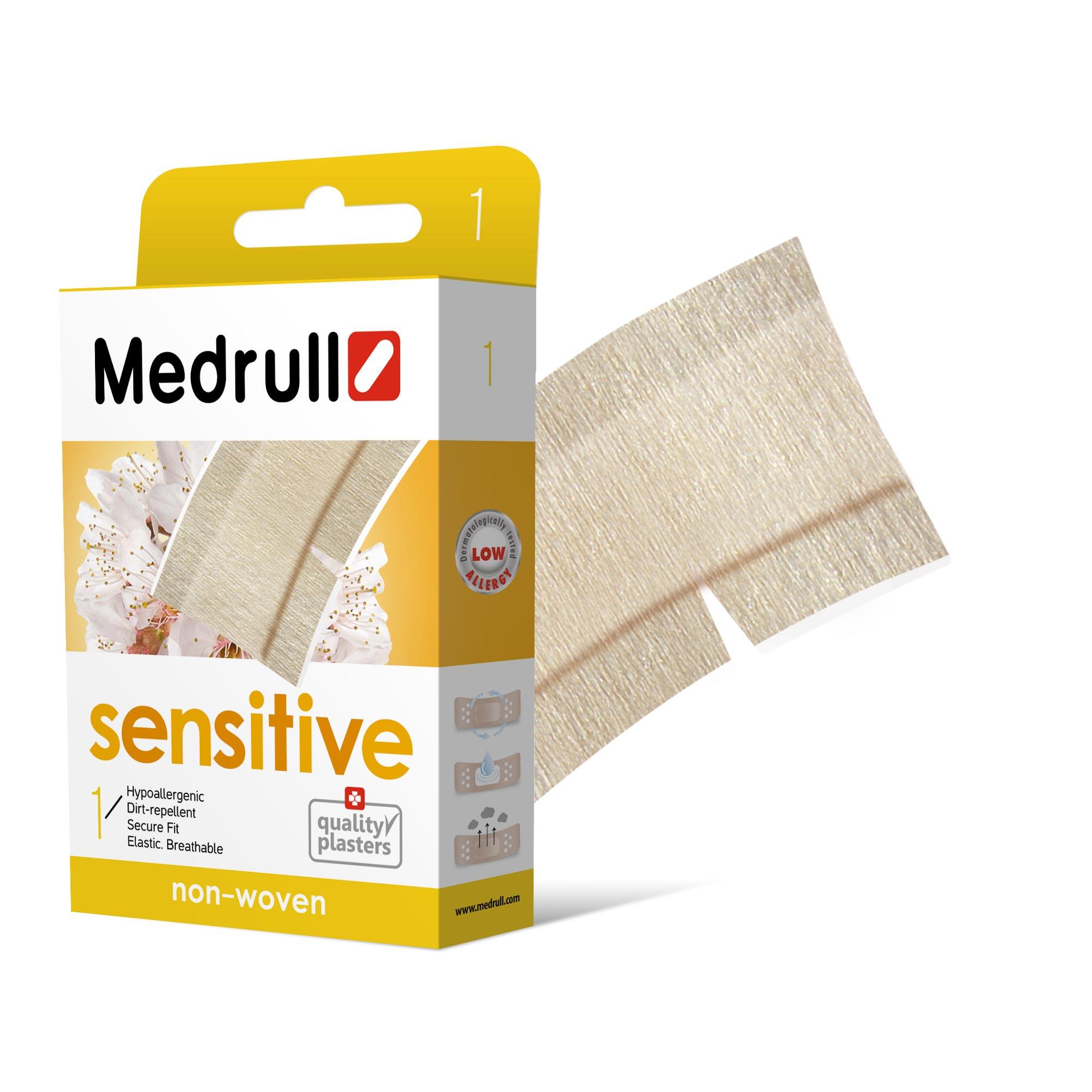 Medrull Пластырь Sensitive, размер 50 см x 6 см, №14260071590039Гипоаллергенные пластыри, предназначены для людей, кожа которых чувствительна к факторам окружающей среды. Изготовлены из тонкого, нетканного, приятного для кожи материала. Cостав материала - 100% нетканный полиэстр. Не рекомендован при чувствительности кожи к составу материала данного пластыря. Свойства пластыря: гипоаллергенные, грязенепроницаемые, эластичные, дышащие, плотно прилегающие. Абсорбирующая подушечка изготовлена из вискозы и обладает высокой впитываемостью. Верхняя часть подушечки обработана полипропиленом, что защищает от вероятности прилипания пластыря к поврежденной поверхности кожи.