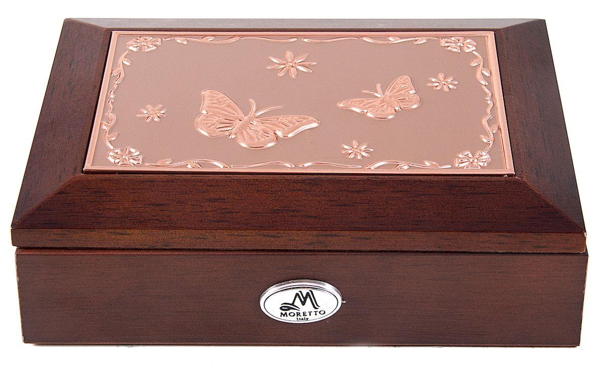 Шкатулка для ювелирных украшений Moretto, 18 х 13 х 5 см. 13959634752Шкатулка Moretto станет идеальным обрамлением для вашей коллекции украшений, заставляя заиграть ее новыми красками. Шкатулка выполнена в классическом стиле. Одноярусная схема исполнения и зеркало, скрывающееся под крышкой, позволит вам провести немало приятных минут, примеряя свои драгоценности.Размеры шкатулки: 18 х 13 х 5 см.