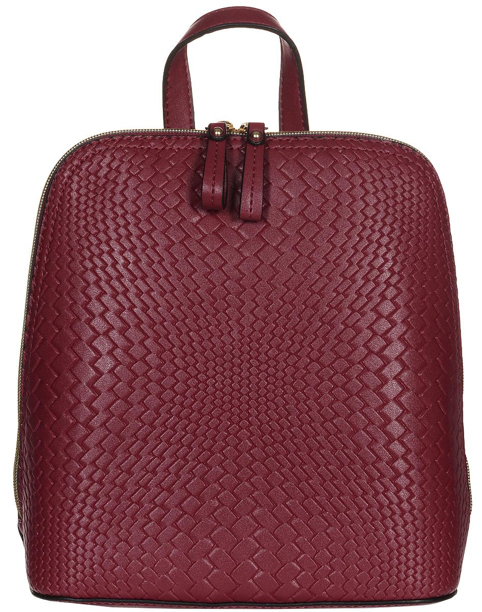 Рюкзак женский Jane Shilton, цвет: красный. 2214RivaCase 8460 blackСтильный женский рюкзак Jane Shilton не оставит вас равнодушной благодаря своему дизайну и практичности. Он изготовлен искусственной кожи и оформлен декоративным тиснением. На тыльной стороне расположен небольшой вшитый карман на молнии. Рюкзак оснащен удобными лямками, длина которых регулируется с помощью пряжек. Также рюкзак имеет удобную ручку, которая оформлена фирменной металлической подвеской. Изделие закрывается на удобную молнию. Внутри расположено главное отделение, которое разделяет карман-средник на молнии. Также внутри расположен один открытый накладной карман для телефона и один вшитый карман на молнии для мелочей. Такой модный и практичный рюкзак завершит ваш образ и станет незаменимым аксессуаром в вашем гардеробе.