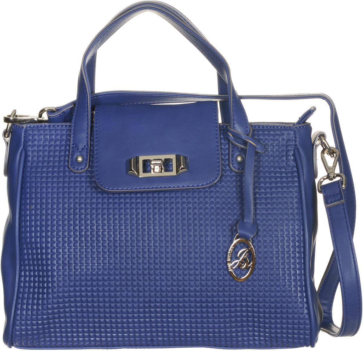 Сумка женская Jane Shilton, цвет: синий. 213610931-1Стильная сумка Jane Shilton не оставит вас равнодушной благодаря своему дизайну и практичности. Она изготовлена из качественной искусственной кожи и оформлена декоративным тиснением. На тыльной стороне расположен удобный вшитый карман на молнии. Сумка оснащена удобной ручкой, которая оформлена металлической фирменной подвеской. Также сумка дополнена съемным плечевым ремнем, который фиксируется с помощью замков-карабинов. Изделие закрывается клапаном на замок-вертушку. Внутри расположено главное отделение на молнии, которое содержит один открытый накладной карман для телефона и один вшитый карман на молнии для мелочей. Такая модная и практичная сумка завершит ваш образ и станет незаменимым аксессуаром в вашем гардеробе.