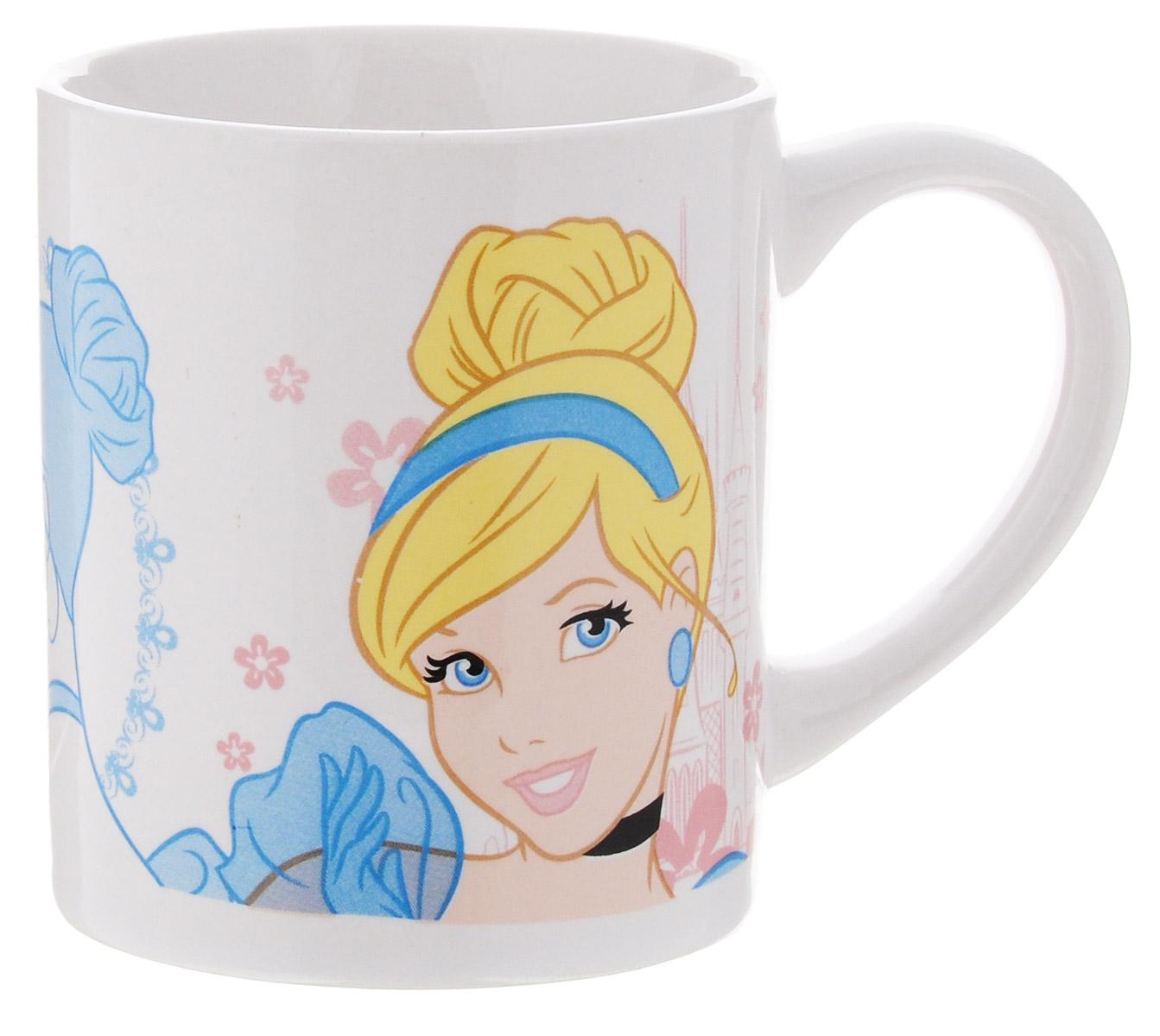 Disney Кружка детская Принцессы 210 мл913411Детская кружка Disney Принцессы с любимыми героями станет отличным подарком для вашего ребенка. Она выполнена из керамики и оформлена изображением диснеевской принцессы. Кружка дополнена удобной ручкой. Такой подарок станет не только приятным, но и практичным сувениром: кружка будет незаменимым атрибутом чаепития, а оригинальное оформление кружки добавит ярких эмоций и хорошего настроения.Можно использовать в СВЧ-печи и посудомоечной машине.