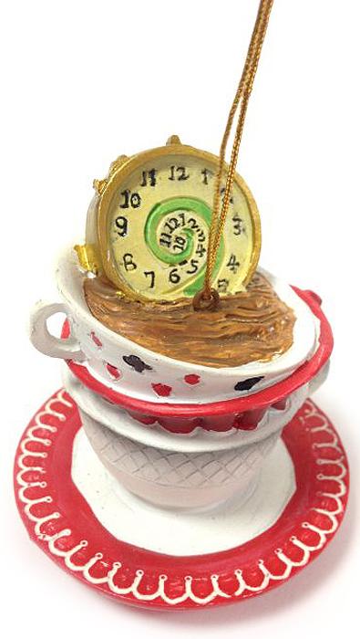 Украшение новогоднее подвесное Magic Time Часы в чашке, 6,8 х 6,8 х 7 смЕХ7430_золотойНовогоднее подвесное украшение Magic Time Часы в чашке выполнено из полирезины в виде часов в чашке. С помощью специальной петельки украшение можно повесить в любом понравившемся вам месте. Но, конечно, удачнее всего оно будет смотреться на праздничной елке.Елочная игрушка - символ Нового года. Она несет в себе волшебство и красоту праздника. Создайте в своем доме атмосферу веселья и радости, украшая новогоднюю елку нарядными игрушками, которые будут из года в год накапливать теплоту воспоминаний.