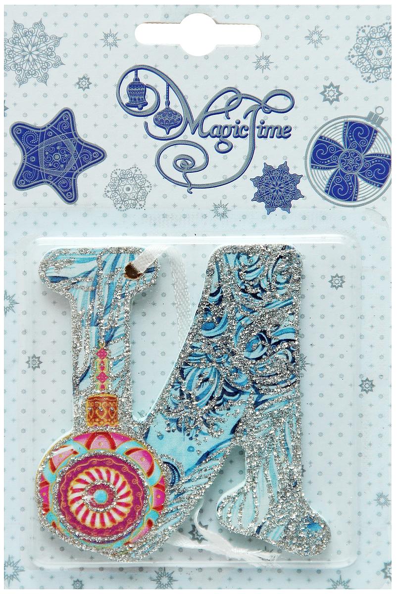 Украшение новогоднее подвесное Magic Time И, 8 х 7 см38259Новогоднее подвесное украшение Magic Time И выполнено из МДФ (древесина павловнии) в виде буквы и украшено блестками. С помощью специальной петельки украшение можно повесить в любом понравившемся вам месте. Но, конечно, удачнее всего оно будет смотреться на праздничной елке.Елочная игрушка - символ Нового года. Она несет в себе волшебство и красоту праздника. Создайте в своем доме атмосферу веселья и радости, украшая новогоднюю елку нарядными игрушками, которые будут из года в год накапливать теплоту воспоминаний.