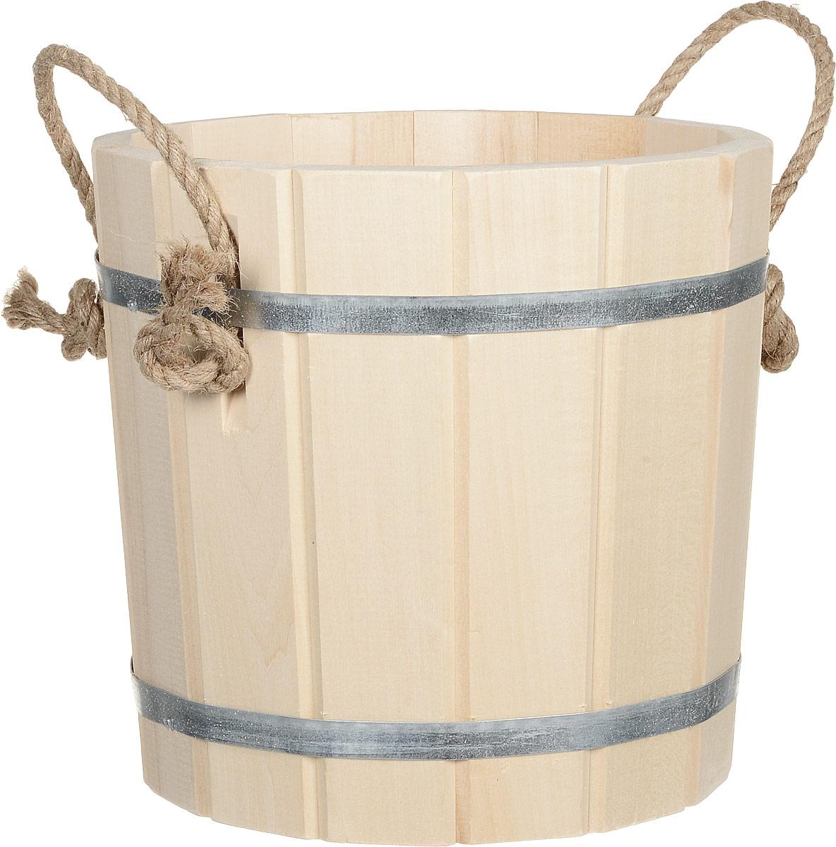 Запарник Банные штучки, 8 л. 3604579Запарник Банные штучки, изготовленный из древесины липы, доставит вам настоящее удовольствие от банной процедуры. При запаривании веник обретает свою природную силу и сохраняет полезные свойства. Корпус запарника состоит из металлических обручей, стянутых клепками. Для более удобного использования запарник имеет по бокам две небольшие ручки. Интересная штука - баня. Место, где одинаково хорошо и в компании, и в одиночестве. Перекресток, казалось бы, разных направлений - общение и здоровье. Приятное и полезное. И всегда в позитиве.Высота запарника (без учета ручек): 26 см.Диаметр запарника по верхнему краю: 28 см