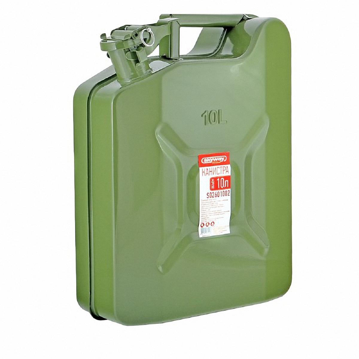 Канистра Skyway, 10 л. S0260100294672Металлическая канистра предназначена для хранения жидкостей, в том числе топлива и топливных смесей. Изготовлена из стали холодного проката, что обеспечивает повышенную прочность. Внешняя поверхность оцинкована и окрашена. Внутреннее фосфатированное антикоррозийное покрытие препятствует образованию ржавчины. Ребра жесткости на боковых поверхностях канистры придают ей прочность при механических воздействиях. Устойчивая конструкция канистры предотвращает ее перемещение в багажнике при интенсивном движении, снижая уровень нежелательного шума. Механический механизм горловины предохраняет содержимое от протекания, а особые материалы резиновой прокладки придают ей высокую долговечность и устойчивость к механическим повреждениям в процессе эксплуатации.Конструкция рычажного механизма крышки предотвращает появления люфта при активной эксплуатации. Специализированная форма носика исключает проливание жидкости.