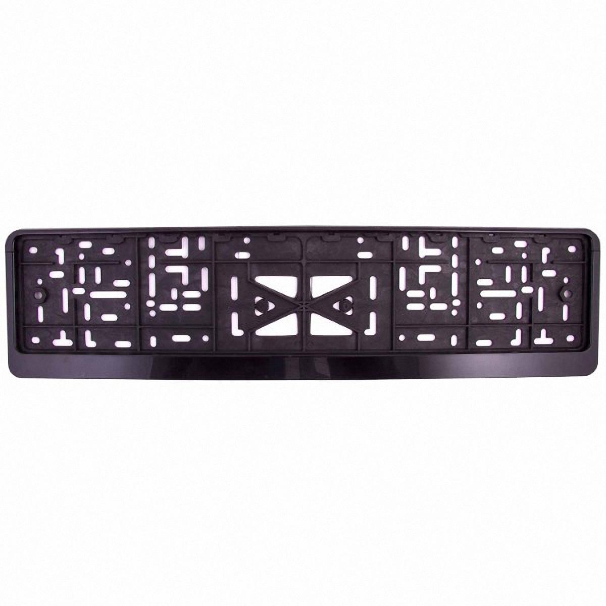 Рамка под номер Skyway, пластмассовая, с защелкой, цвет: черныйKGB GX-3Рамка под номер пластмассовая с защёлкой – предназначена для того, чтобы фиксировать номерной знак на автомобиле, защищая от соприкосновения его с кузовом, а также для защиты от кражи. Рамка имеет надежное крепление с защелкой, изготовлена из морозостойкого пластика. Быстро устанавливается и надолго сохраняет внешний вид.Характеристики:Размер - 13,5*53*1,3смВысота верхнего поля - 5ммВысота нижнего поля - 23ммМатериал рамки - пластмассаКрепление – защелка (книжка)