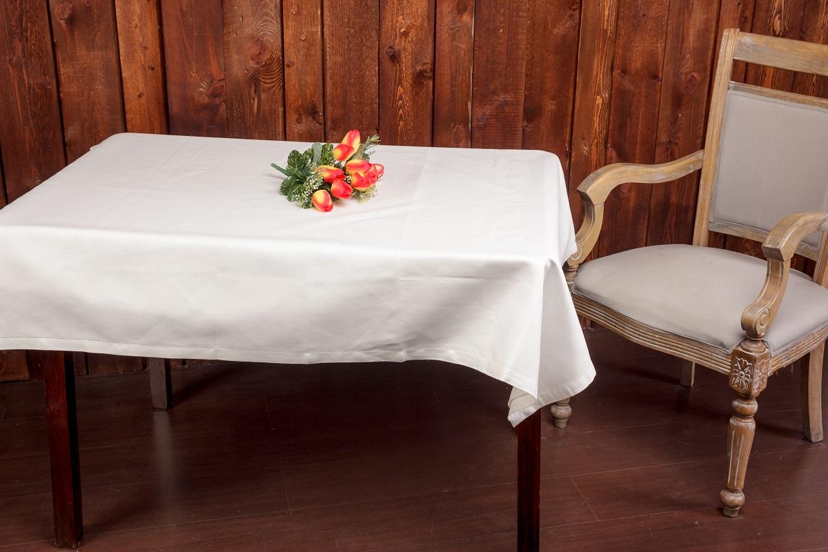 Скатерть Гаврилов-Ямский Лен, прямоугольная, 140 x 180 см. 6со6164VT-1520(SR)Роскошная жаккардовая скатерть из льна и хлопка с ажурной отделкой по краю.Лён - поистине, уникальный природный материал, экологичнее которого сложно придумать. История льна восходит к Древнему Египту: в те времена одежда из льна считалась достойной фараонов! На Руси лён возделывали с незапамятных времен - изделия из льняной ткани считались показателем достатка, а льняная одежда служила символом невинности и нравственной частоты. Изделия из льна обладают уникальными потребительскими свойствами: льняное постельное белье даст вам ощущение прохлады в жаркую ночь и согреет в холода, скатерти из натурального льна придадут вашему дому уют и тепло натурального материала, а льняные полотенца порадуют вас невероятно долгим сроком службы на вашей кухне!