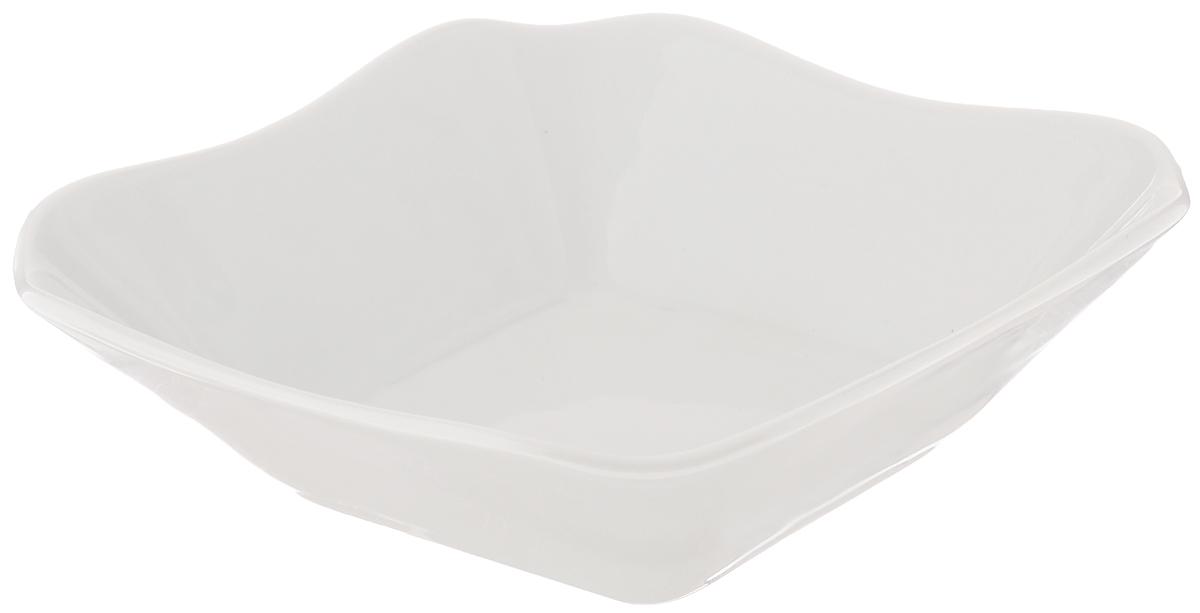 Салатник Белье, 250 мл115510Элегантный салатник Белье, изготовленный из высококачественного фарфора, прекрасно подойдет для подачи различных блюд: закусок, салатов или фруктов. Такой салатник украсит ваш праздничный или обеденный стол, а оригинальное исполнение понравится любой хозяйке. Размер салатника: 13,5 х 14 см.
