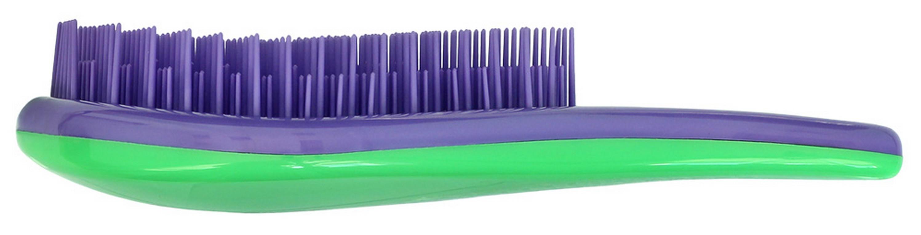Щетка для волос для распутывания волос Detangler фиолетовый/зеленыйCDB 606Специально созданная щетка для волос для того, чтобы справляться с сильно запутавшимися волосами. Уникальная инновационная конструкция гибких зубчиков позволяет безвредно для волос устранить узелки и распутать пряди. Расчёсывает волосы быстро, легко и не требует использования дополнительных средств. Подходит для любого типа волос, включая тонкие, ломкие, кудрявые и жёсткие волосыНаличие ручки делает удобным расчесывание, а слегка изогнутая форма щетки в виде капли отлично лежит в руке и не выскальзывает, что особенно важно при расчесывании влажных волос. Уникальные зубчики щетки Clarette Detangler имеют повышенную гибкость и мягко преодолевают любое препятствие в волосах. Зубчики у расчески очень короткие и легкогнутся. При расчесывании они пропускают сквозь себя пряди любой длины и фактуры, не цепляя их и не «скатывая» в колтуны. Высококачественный упругий пластик, из которого сделаны зубчики расчески, не царапает кожу головы, а мягко воздействует на нее, обеспечивая массажный эффект.
