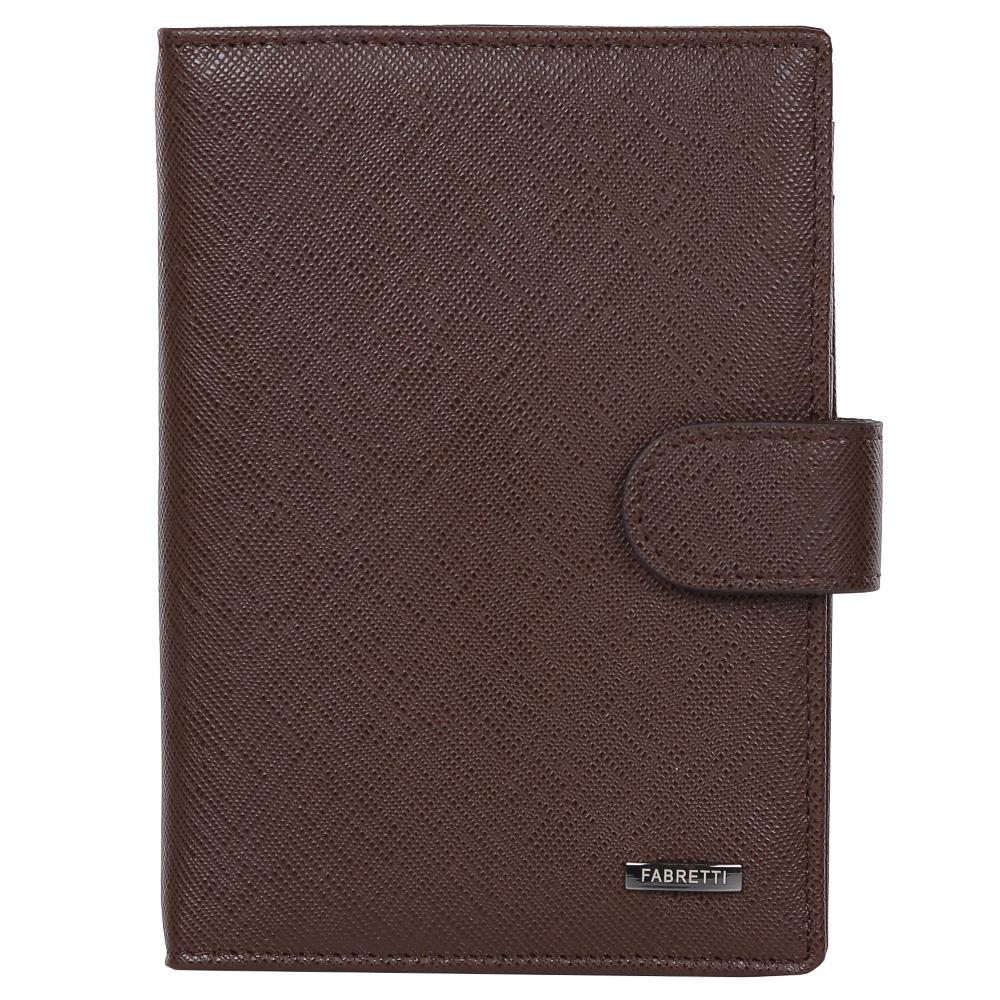 Обложка для документов мужская Fabretti, цвет: коричневый. 53003-brown safA52_108Мужская обложка для документов Fabretti выполнена из натуральной кожи.Изделие раскладывается пополам и закрывается на хлястик с кнопкой. Обложка содержит съемный блок из шести прозрачных файлов из мягкого пластика, один из которых формата А5, два боковых прозрачных кармана и отделение для паспорта с тремя боковыми карманами и пятью кармашками для пластиковых карт, один из которых с прозрачным окошком.