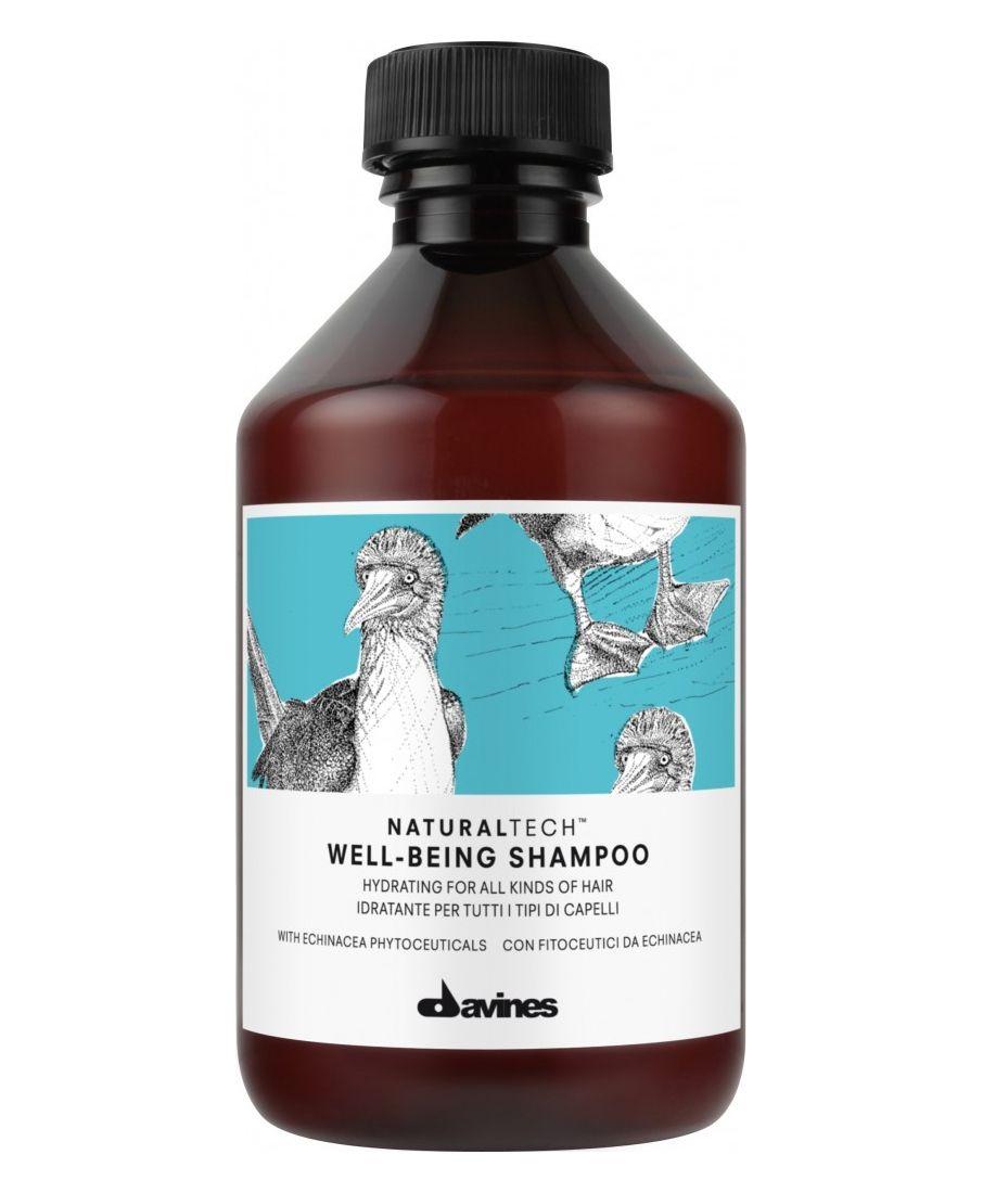 Davines Увлажняющий шампунь для всех типов волос New Natural Tech Well-Being Shampoo, 250 млSatin Hair 7 BR730MNШампунь для здоровья волос эффективно увлажняет кожу головы и подходит для всех типов волос.Фитоактив эхинацеи, входящий в состав шампуня, содержит кальций, калий, селен и цинк. Эхинацея является мощнейшим антиоксидантом, обладает ярко выраженным противовоспалительным действием и эффективно стимулирует иммунитет. Эфирные масла сандалового дерева, гвоздики и мускатного ореха успокаивают и питают кожу головы. рH 5,5.