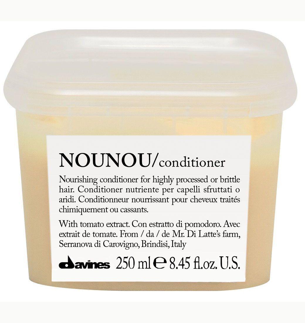 Davines Питательный кондиционер, облегчающий расчесывание волос Essential Haircare New NouNou Conditioner, 250 млFS-00103Основой этого питательного кондиционера служат особые уникальные свойства помидорок Фьяскетто. Экстракт, полученный из этой ягоды обладает удивительно высокими питательными свойствами. Кондиционер оздоравливает волосы, насыщает их протеинами и углеводами, столь необходимыми для здорового роста. Витамин С в составе препятствует окислению волос, работая как антиоксидант. Сухие и поврежденные кудри обретают утерянные сияние и силу, наполняются здоровьем. Окрашенные локоны насыщаются цветом и силой.