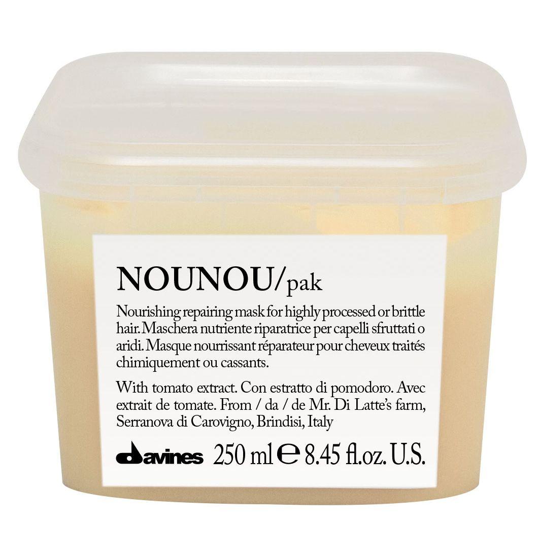 Davines Интенсивная восстанавливающая маска для глубокого питания волос Essential Haircare New NouNou Hair Mask, 250 млFS-54100Основой этой питательной маски служат особые уникальные свойства помидорок Фьяскетто. Экстракт, полученный из этой ягоды обладает удивительно высокими питательными свойствами. Маска оздоравливает волосы, насыщает их протеинами и углеводами, столь необходимыми для здорового роста. Витамин С в составе препятствует окислению волос, работая как антиоксидант. Сухие и поврежденные кудри обретают утерянные сияние и силу, наполняются здоровьем. Окрашенные локоны насыщаются цветом и силой.