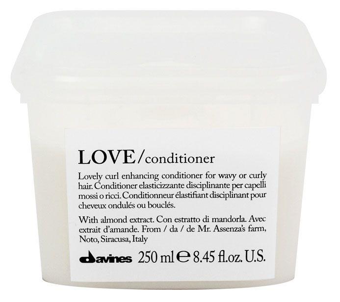 Davines Кондиционер, усиливающий завиток Essential Haircare Love Lovely curl enhancing conditioner, 250 мл0861-11-4332Кондиционер создан для кудрявых и вьющихся волос, он исключает спутывание, придаёт особую форму каждому завитку. Эластичность и блеск локонам обеспечиваются, благодаря высокомолекулярному составу силиконов. Фисташковое масло увлажняет волосы, а рисовый белок питает их.