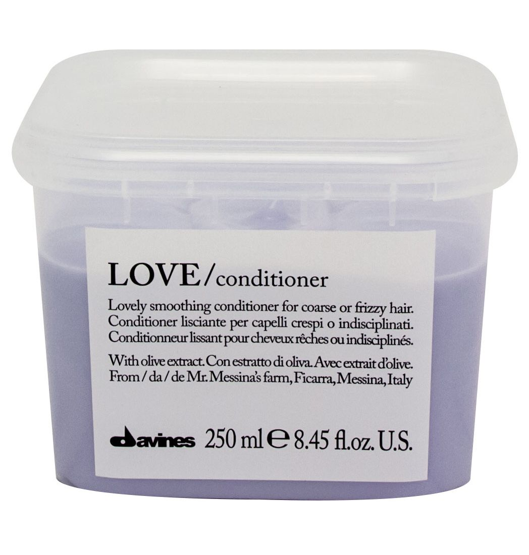 Davines Кондиционер для разглаживания завитка Essential Haircare New Love Lovely Smoothing Conditioner, 250 млTEO 4503Особая серия для мягкого очищения кудрявых волос. Активный экстракт миндаля очищает и питает локоны. Богатая важными антиоксидантами формула восстанавливает локоны. Протеины, ненасыщенные жиры, витамины В и Е, магний, калий, железо, медь и фосфор в высокой концентрации обеспечивают благоприятное воздействие на кудри, полностью очищают волосы, дарят им свежесть, гибкость, объем и чистоту.