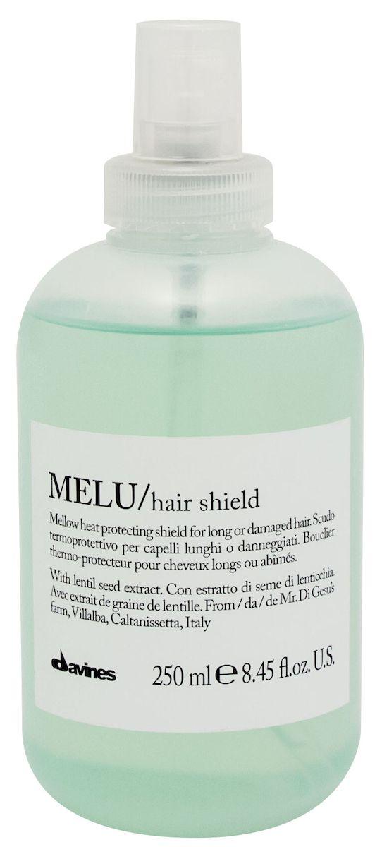 Davines Термозащитный несмываемый спрей против повреждения волос Essential Haircare New Melu Hair Shield, 250 млFS-00897Спрей предназначен для защиты волос от теплового повреждения во время использования фена, утюжка, щипцов и обладает антистатическим действием. Формула спрея обогащена экстрактом розмарина, содержащим ценные эфирные масла и обладающим мощным антиоксидантным действием. Способен защитить волосы от неблагоприятного воздействия нагревания до 220?. PH 5,0.