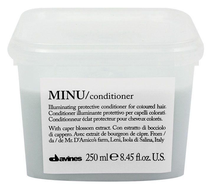 Davines Защитный кондиционер для сохранения косметического цвета волос Essential Haircare New Minu Conditioner, 250 млFS-00897Особая серия ухаживающих средств для окрашенных волос. Основным активным элементом в составе является каперсник. Высокое содержание аминокислоты кверцетина в формуле, что обеспечивает защиту структуры волос. Полифенолы - это природные пигменты, которые к тому же продлевают жизнь локонам и не дают им окисляться.