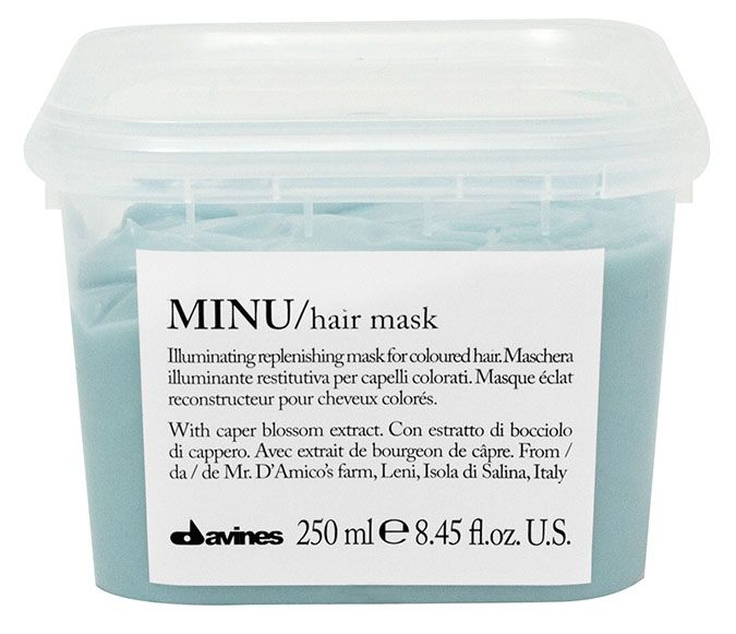Davines Восстанавливающая маска для окрашенных волос Essential Haircare New Minu Hair Mask, 250 мл75064/75102Особая серия ухаживающих средств для окрашенных волос. Основным активным элементом в составе является каперсник. Высокое содержание аминокислоты кверцетина в формуле, что обеспечивает защиту структуры волос. Полифенолы - это природные пигменты, которые к тому же продлевают жизнь локонам и не дают им окисляться.
