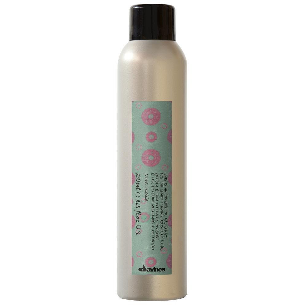 Davines Невидимый лак без аэрозоля для формирования и меделирования образов More Inside Invisible No Gas Spray, 250 млSatin Hair 7 BR730MNЛак средней фиксации. Несмотря на это, мягко поддерживает прическу, защищает волосы от высоких температур при укладке приспособлениями для стайлинга. Обладает мелкодисперсным распылением, что позволяет распылить лак по большей площади. Не склеивает волосы, не утяжеляет их. Хорошо защищает волосы от вредных воздействий городской среды. Защищает прическу от влаги и солнечных лучей. Волосы приобретают естественный блеск и живость.