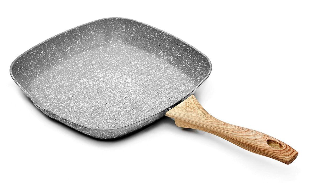 Сковорода-гриль Walmer Stonehenge, с антипригарным покрытием. Диаметр 28 см391602Знаменитый Стоунхендж – монументальный и неподвластный времени – теперь на вашей кухне! Новая одноименная коллекция сковород со сверхпрочными частицами, защищающими поверхность от повреждений, не просто эффектно выглядит – она обеспечивает новый уровень комфорта и быстроты приготовления пищи! Коллекция сковород Stonehenge от британского бренда Walmer получила свое название от знаменитого сооружения эпохи древних бриттов и перекликается с оригинальным стилем исполнения линейки. Это настоящий дизайнерский прорыв: едва ли вы где-либо видели подобное - сочетание каменного корпуса, снабженного пятислойным мраморным антипригарным покрытием и стилизованной под дерево ручки создаст уникальную атмосферу на вашей кухне! Изготовленные из прочного и легкого кованого алюминия, сковороды Walmer Stonehenge снабжены антипригарным покрытием особой прочности марки Dyflon, абсолютно безопасным для здоровья. Кроме того, оно содержит особо прочные частицы, предотвращающие повреждения поверхности- отсюда и похожая на мраморную цветовая гамма. Само же внутреннее покрытие полностью безопасно для здоровья человека. Ручки с покрытием soft-touch обеспечивают дополнительный комфорт и удобство использования. Будучи универсальным решением для всех видов плит, включая индукционные, эту коллекцию сковород можно по праву назвать настоящим прорывом в дизайне и функциональности кухонной посуды.