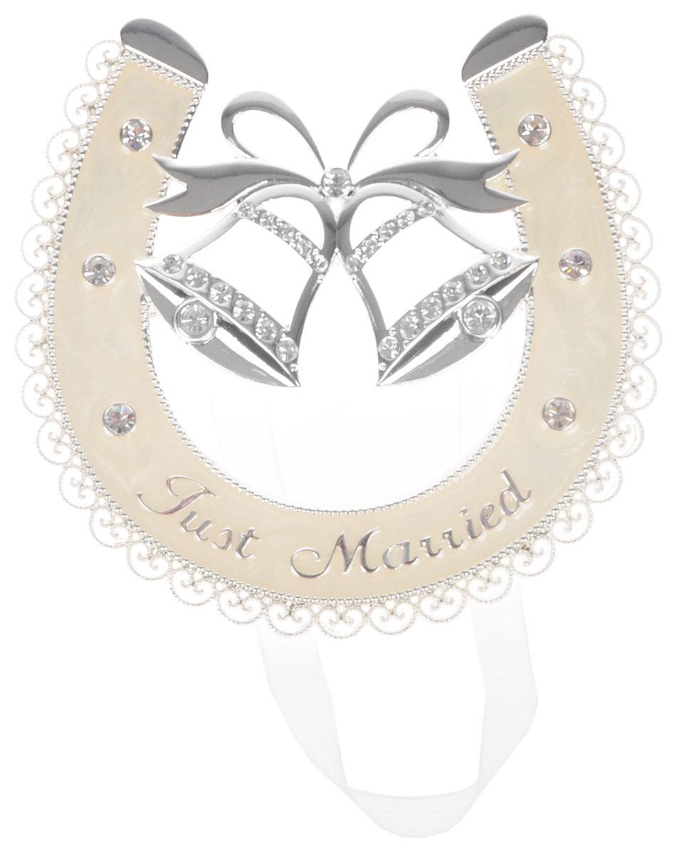 Украшение подвесное Bianco Sole Подкова, 12 х 11см. 264093API0167Украшение подвесное Bianco Sole Подкова изготовлено из металла (сплав цинка). Изделие представляет собой подкову с колокольчиками, украшенную стразами и надписью Just Married. Такое украшение идеально впишется в свадебный интерьер и будет радовать вас своим видом в самый важный день в вашей жизни.Размер фигурки: 12 х 10 см.