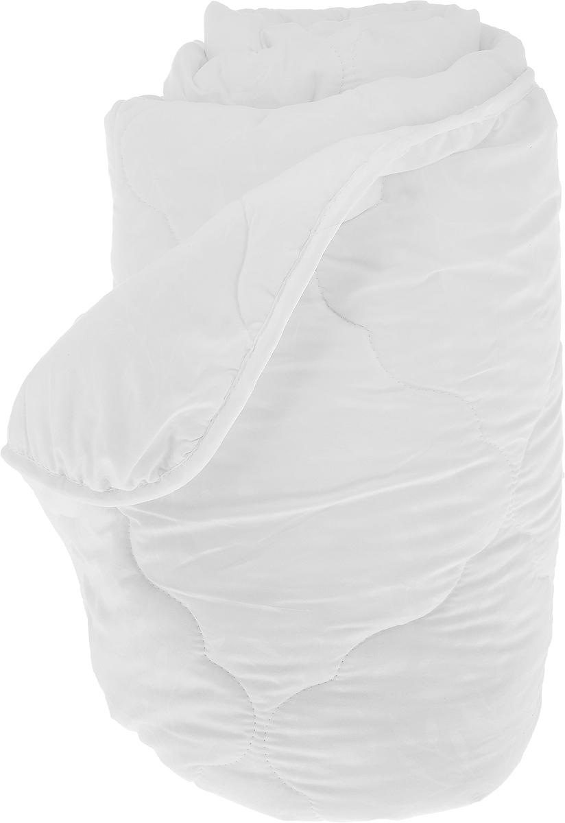 Одеяло Sova & Javoronok, наполнитель: полиэфирное волокно, эвкалипт, цвет: белый, 172 х 205 см96281375Одеяло Sova & Javoronok подарит вам спокойный и комфортный сон. Чехол изделия выполнен из микрофибры (100% полиэстер), оформлен стежкой и надежно удерживает наполнитель внутри. Наполнитель одеяла изготовлен из 10% эвкалипта и 90% полиэфирного волокна. Эвкалиптовое волокно - это уникальный по своим свойствам материал. Он обеспечивает хорошую терморегуляцию, обладает воздухонепроницаемостью и гигроскопичностью, он ультрамягкий, натуральный и долговечный. Изделия с эвкалиптовым наполнителем очень мягкие, дарят свежесть, снимают усталость, восстанавливают энергетический баланс человека. Кроме того, эвкалиптовое волокно не создает благоприятной среды для развития патогенной микрофлоры, поэтому в нем не размножаются микробы и бактерии. Это свойство хорошо влияет на здоровье и самочувствие людей. В состав наполнителя добавлено полиэфирное волокно, которое не впитывает посторонних запахов и легко стирается. Рекомендации по уходу: - Стирка запрещена. - Не отбеливать, не использовать хлоросодержащие моющие средства и стиральные порошки с отбеливателями.- Не выжимать в стиральной машине.