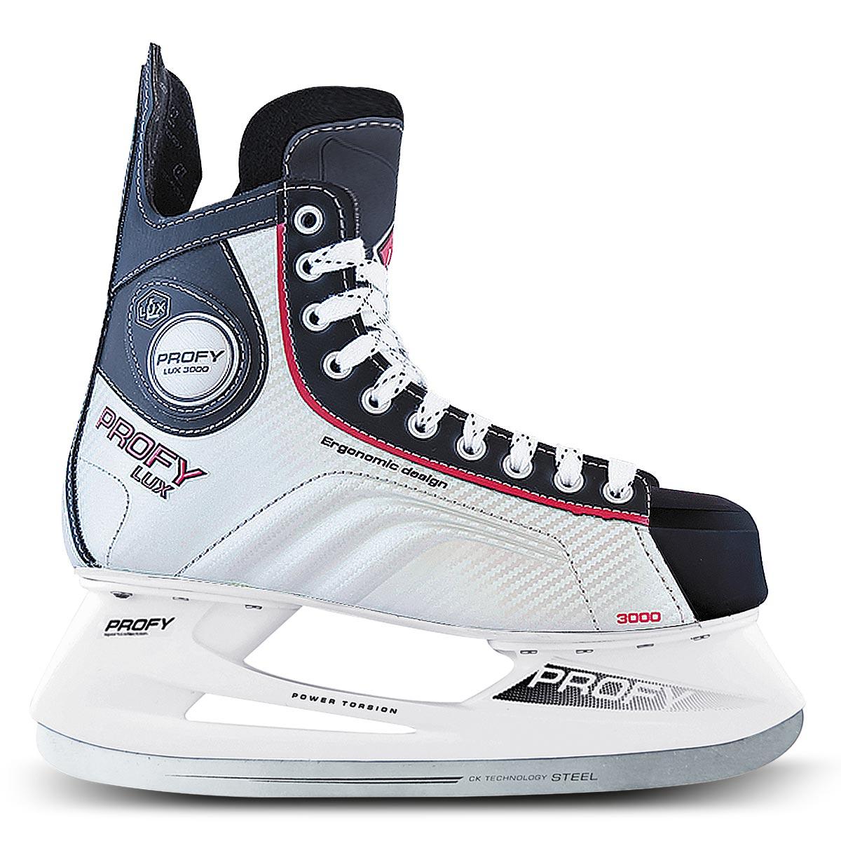 Коньки хоккейные для мальчика СК Profy Lux 3000, цвет: черный, серебряный, красный. Размер 35PW-216DN_40Коньки хоккейные мужские СК Profy Lux 3000 прекрасно подойдут для профессиональных игроков в хоккей. Ботинок выполнен из морозоустойчивой искусственной кожи и специального резистентного ПВХ, а язычок - из двухслойного войлока и искусственной кожи. Слоевая композитная технология позволила изготовить ботинок, полностью обволакивающий ногу. Это обеспечивает прочную и удобную фиксацию ноги, повышает защиту от ударов. Ботинок изготовлен с учетом антропометрии стоп россиян, что обеспечивает комфорт и устойчивость ноги, правильное распределение нагрузки, сильно снижает травмоопасность. Конструкция носка ботинка, изготовленного из ударопрочного энергопоглощающего термопластичного полиуретана Hytrel® (DuPont), обеспечивает увеличенную надежность защиты передней части ступни от ударов. Усиленные боковины ботинка из формованного PVC укрепляют боковую часть ботинка и дополнительно защищают ступню от ударов за счет поглощения энергии. Тип застежки ботинок – классическая шнуровка. Стелька из упругого пенного полимерного материала EVA гарантирует комфортное положение ноги в ботинке, обеспечивает быструю адаптацию ботинка к индивидуальным формам ноги, не теряет упругости при изменении температуры и не разрушается от воздействия пота и влаги. Легкая прочная низкопрофильная полимерная подошва инжекционного формования практически без потерь передает энергию от толчка ноги к лезвию – быстрее набор скорости, резче повороты и остановки, острее чувство льда. Лезвие из нержавеющей стали 420J обеспечит превосходное скольжение.