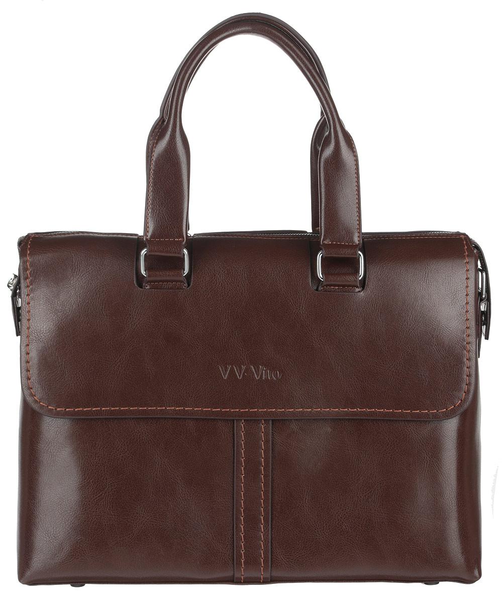 Сумка мужская Vera Victoria Vito, цвет: темно-коричневый. 35-609-62582-1белыеСтильная мужская сумка Vera Victoria Vito выполнена из экокожи. Изделие имеет одно вместительное отделение, которое закрывается на застежку-молнию. Внутри сумки находятся прорезной карман на застежке-молнии, два открытых прорезных кармана и мягкий карман для планшета, закрывающийся на хлястик с липучкой. Снаружи, на передней и задней стенках расположены накладные карманы на магнитных кнопках, дополнительно закрывающиеся на клапаны с магнитами. Сумка оснащена двумя удобными ручками. В комплект входит съемный текстильный плечевой ремень, регулирующийся по длине.Основание изделия защищено от повреждений пластиковыми ножками. Стильная сумка идеально подчеркнет ваш неповторимый стиль.