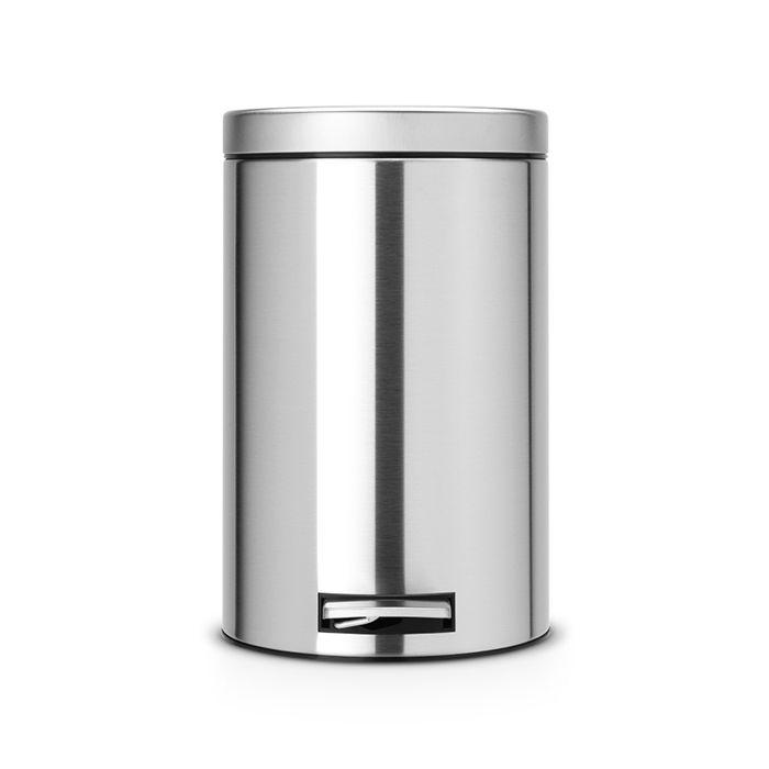 Ведро для мусора с педалью Brabantia 12л МС, цвет: матовая сталь с защитой от отпечатков пальцев98299571Педальный бак Brabantia на 12 л поистине универсален и идеально подходит для использования на кухне или в гостиной. Достаточно большой для того, чтобы вместить весь мусор, при этом достаточно компактный для того, чтобы аккуратно разместиться под рабочим столом. Механизм MotionControl обеспечивает мягкое действие педали и бесшумное открывание крышки; Удобный в использовании - при открывании вручную крышка фиксируется в открытом положении, закрывается нажатием педали; Надежный педальный механизм, высококачественные коррозионно-стойкие материалы; Удобная очистка - прочное съемное внутреннее пластиковое ведро; Предохранение пола от повреждений - пластиковое защитное основание; Всегда опрятный вид - идеально подходящие по размеру мешки для мусора с завязками (размер C); 10-летняя гарантия Brabantia.