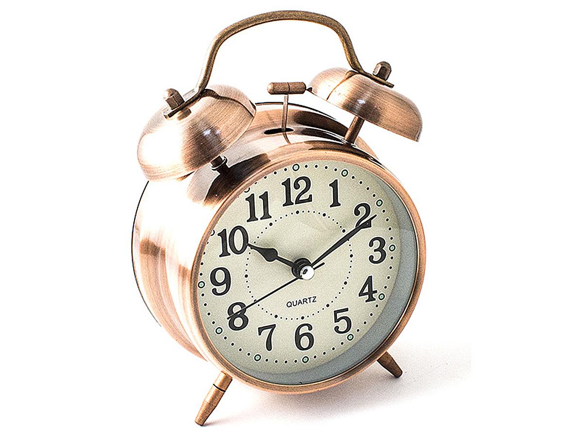 Часы настольные Эврика, цвет: медный, диаметр 10 см97492Настольные часы Эврика изготовлены из металла, циферблат защищен стеклом.Чтобы утро было по-настоящему добрым, встречайте его с веселым будильником. Встроенная подсветка включается кнопкой на задней панели.Классический дизайн будильника с металлическим молоточком и двумя колокольчиками впишется в любую обстановку.Часы могут стать уникальным, полезным подарком для родственников, коллег, знакомых и близких.Тип хода стрелок - прямой, тип механизма - тикающий. Питание осуществляется от двух батареек типа АА.
