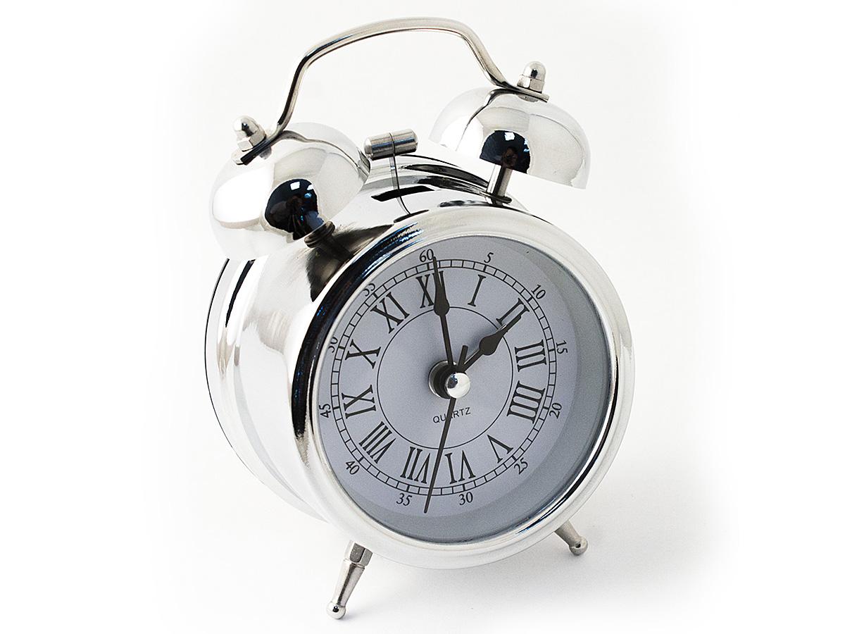 Часы настольные Эврика, цвет: хром, диаметр 7 см59421Настольные часы Эврика изготовлены из металла, циферблат защищен стеклом.Чтобы утро было по-настоящему добрым, встречайте его с веселым будильником. Встроенная подсветка включается кнопкой на задней панели.Классический дизайн будильника с металлическим молоточком и двумя колокольчиками впишется в любую обстановку.Часы могут стать уникальным, полезным подарком для родственников, коллег, знакомых и близких.Тип хода стрелок - прямой, тип механизма - тикающий. Питание осуществляется от двух батареек типа АА.