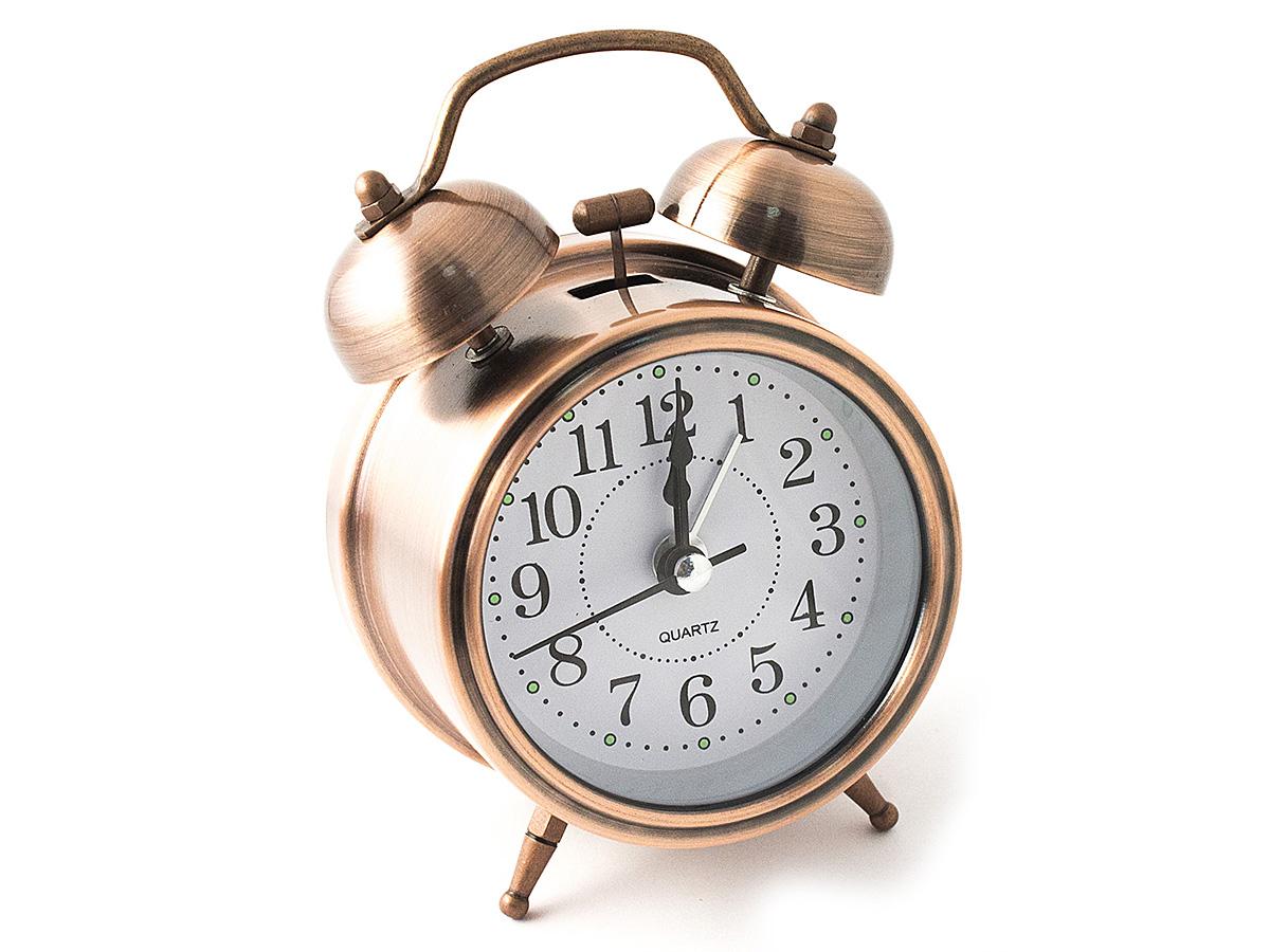 Часы настольные Эврика, цвет: медный, диаметр 7 см94672Настольные часы Эврика изготовлены из металла, циферблат защищен стеклом.Чтобы утро было по-настоящему добрым, встречайте его с веселым будильником. Встроенная подсветка включается кнопкой на задней панели.Классический дизайн будильника с металлическим молоточком и двумя колокольчиками впишется в любую обстановку.Часы могут стать уникальным, полезным подарком для родственников, коллег, знакомых и близких.Тип хода стрелок - прямой, тип механизма - тикающий. Питание осуществляется от двух батареек типа АА.