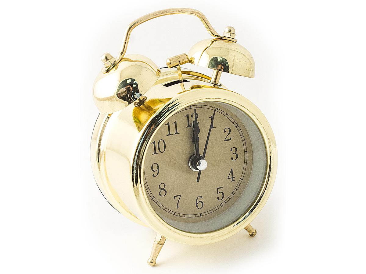 Часы настольные Эврика, цвет: золотистый, диаметр 7 см54 009305Настольные часы Эврика изготовлены из металла, циферблат защищен стеклом.Чтобы утро было по-настоящему добрым, встречайте его с веселым будильником. Встроенная подсветка включается кнопкой на задней панели.Классический дизайн будильника с металлическим молоточком и двумя колокольчиками впишется в любую обстановку.Часы могут стать уникальным, полезным подарком для родственников, коллег, знакомых и близких.Тип хода стрелок - прямой, тип механизма - тикающий. Питание осуществляется от двух батареек типа АА.