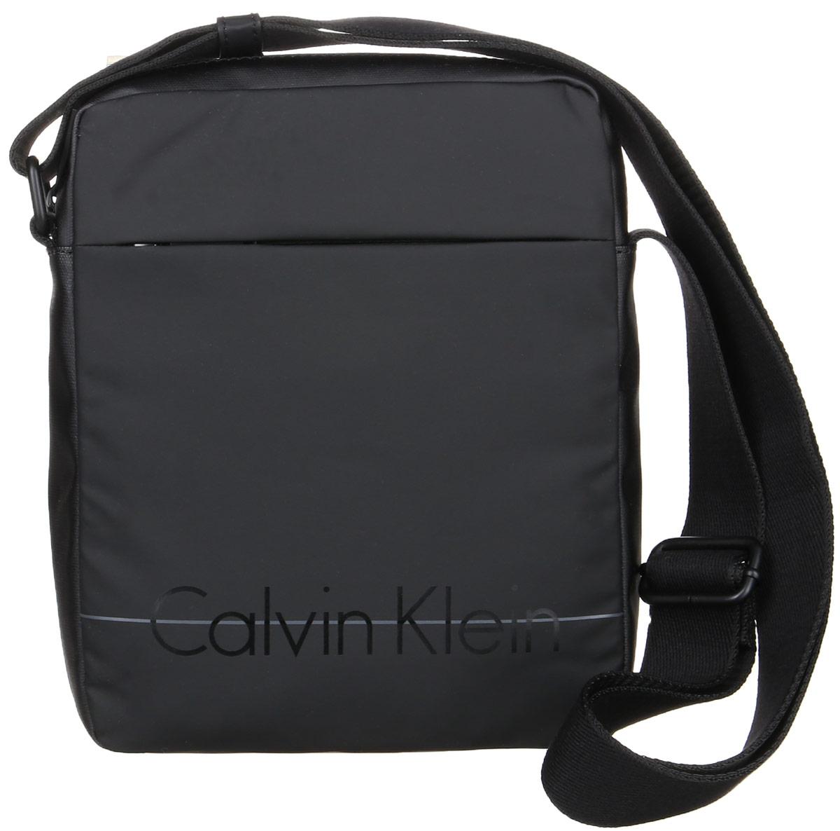 Сумка мужская Calvin Klein Jeans, цвет: черный. K50K502072_001BA7426Стильная сумка Calvin Klein Jeans выполнена из полиуретана с добавлением поливинилхлорида и хлопка. Изделие содержит одно большое отделение, которое закрывается на застежку-молнию. Внутри сумки размещен один накладной открытый карман. Спереди изделие дополнено скрытым карманом на молнии. Сумка оснащена плечевым ремнем регулируемой длины. Оформлена модель надписью с названием бренда. В комплекте с изделием поставляется чехол для хранения.