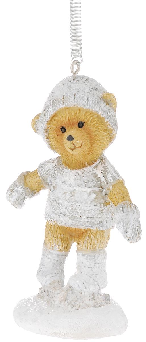Украшение новогоднее подвесное Феникс-Презент Медвежонок на коньках, высота 8,5 смNLED-454-9W-BKНовогоднее подвесное украшение Феникс-Презент Медвежонок на коньках выполнено из полирезины в виде медвежонка и украшено блестками. С помощью специальной пружины с крючком украшение можно повесить в любом понравившемся вам месте. Но, конечно, удачнее всего оно будет смотреться на праздничной елке.Елочная игрушка - символ Нового года. Она несет в себе волшебство и красоту праздника. Создайте в своем доме атмосферу веселья и радости, украшая новогоднюю елку нарядными игрушками, которые будут из года в год накапливать теплоту воспоминаний.