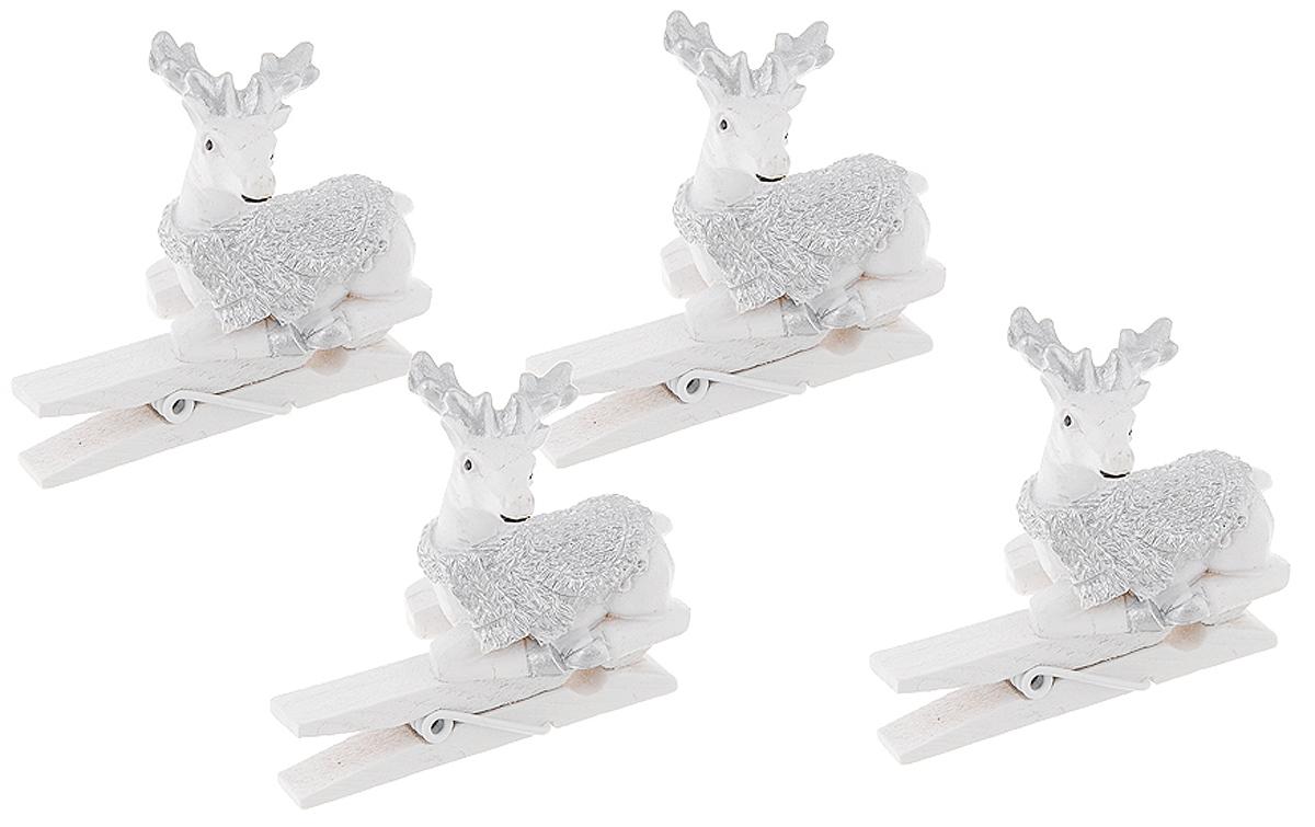 Украшение новогоднее Magic Time Оленята в шарфах, 9,5 х 5 х 8,8 см42117Новогоднее украшение Magic Time Оленята в шарфах выполнено из полирезины и древесины в форме прищепки с фигуркой оленя. Украшение можно прикрепить в любом понравившемся вам месте. Но, конечно, удачнее всего оно будет смотреться на праздничной елке.Елочная игрушка - символ Нового года. Она несет в себе волшебство и красоту праздника. Создайте в своем доме атмосферу веселья и радости, украшая новогоднюю елку нарядными игрушками, которые будут из года в год накапливать теплоту воспоминаний.Материал: полирезина, древесина березы.Размеры: 9,5 х 5 х 8,8 см.