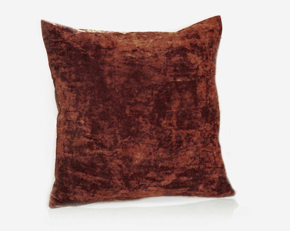 Подушка декоративная KauffOrt Бархат, цвет: бордово-коричневый, 40 x 40 см531-105Декоративная подушка Бархат прекрасно дополнит интерьер спальни или гостиной. Бархатистый на ощупь чехол подушки выполнен из 49% вискозы, 42% хлопка и 9% полиэстера. Внутри находится мягкий наполнитель. Чехол легко снимается благодаря потайной молнии.