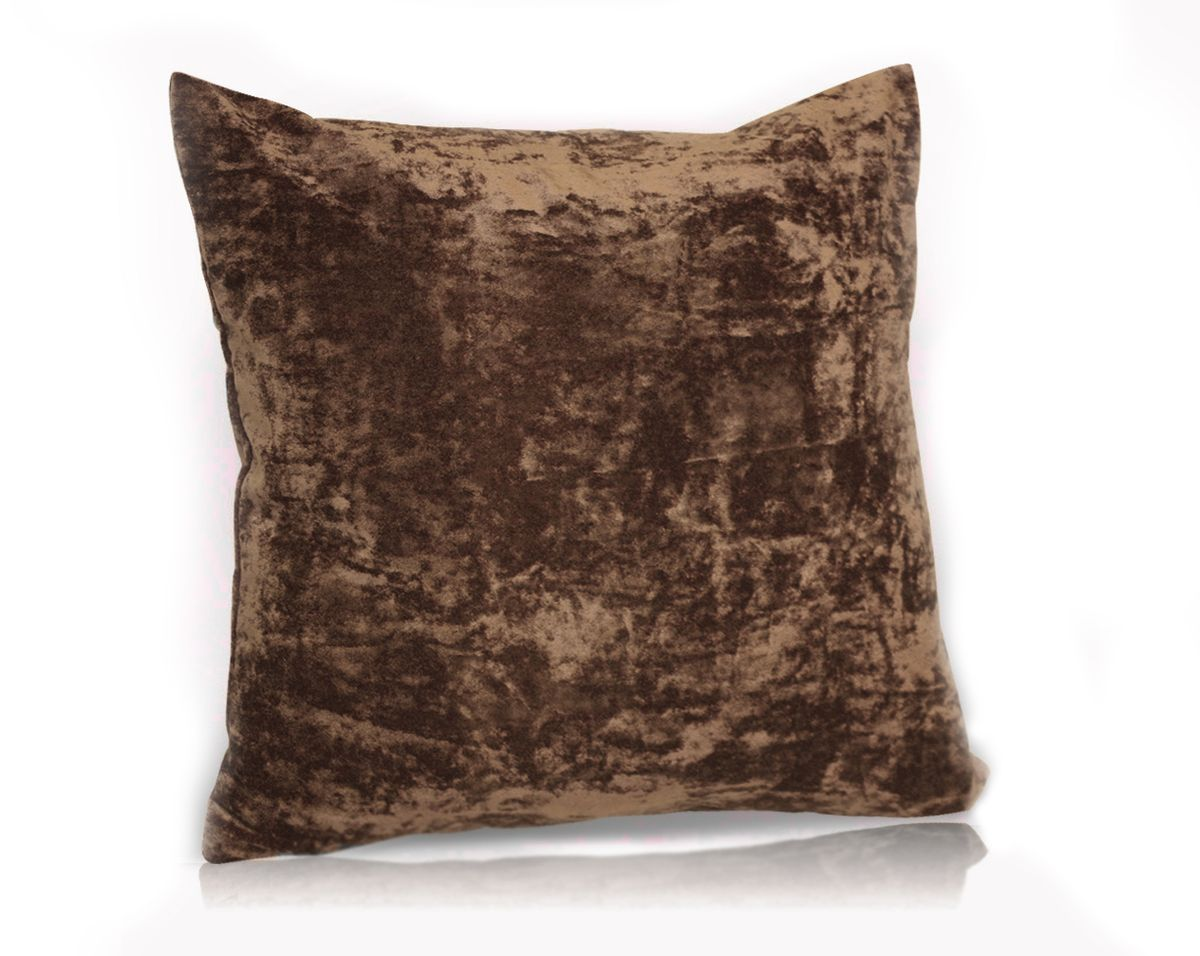 Подушка декоративная KauffOrt Бархат, цвет: темно-коричневый, 40 x 40 смSVC-300Декоративная подушка Бархат прекрасно дополнит интерьер спальни или гостиной. Бархатистый на ощупь чехол подушки выполнен из 49% вискозы, 42% хлопка и 9% полиэстера. Внутри находится мягкий наполнитель. Чехол легко снимается благодаря потайной молнии.