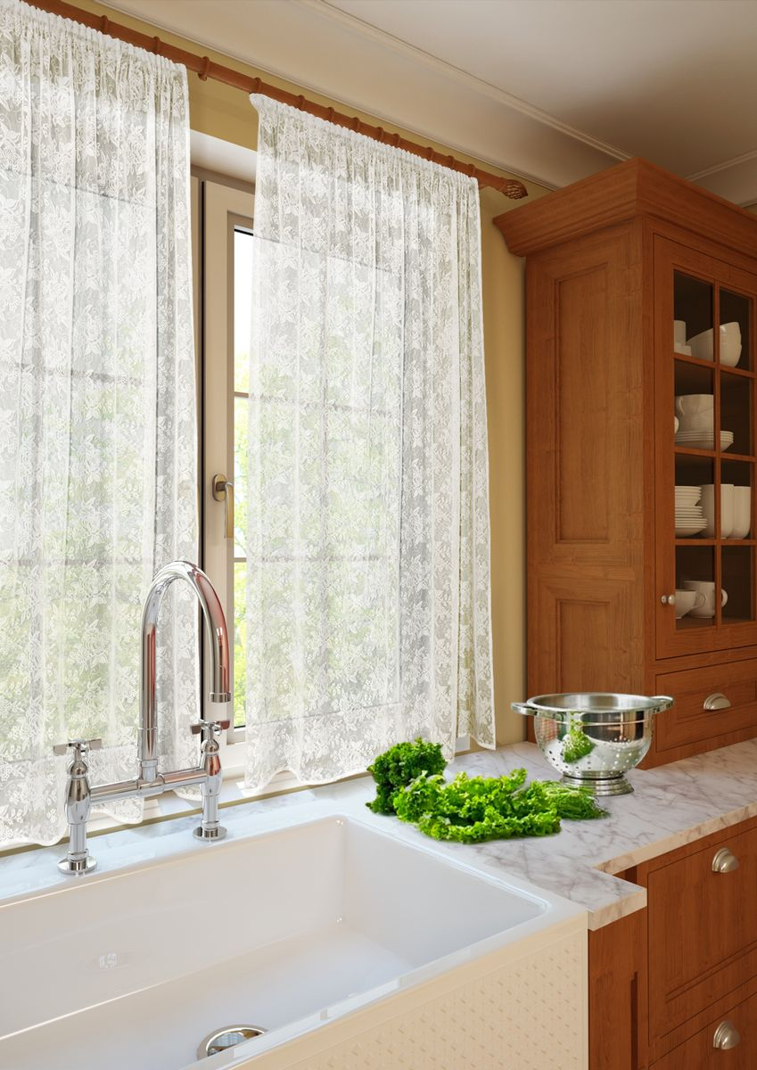 Комплект штор для кухни KauffOrt Монро, на ленте, высота 165 см. 3123232120197871Роскошный комплект Kauffort Монро состоит из двух кружевных штор. Изделия оснащены шторной лентой для красивой сборки.