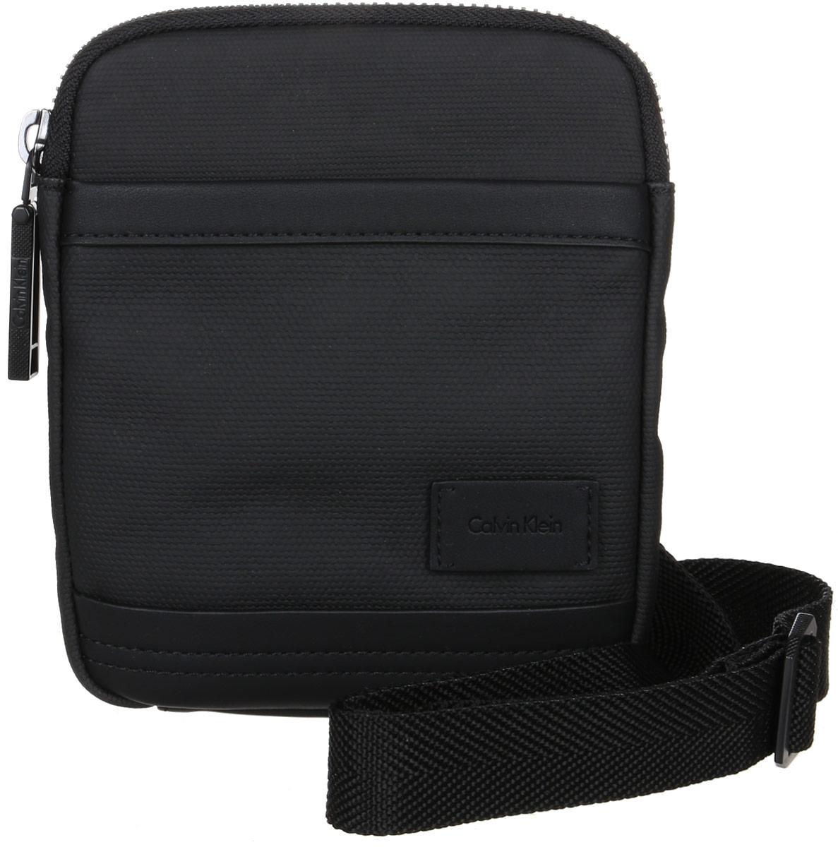 Сумка мужская Calvin Klein Jeans, цвет: черный. K50K501984_001763-014T-17s-8/02-16Стильная сумка Calvin Klein Jeans выполнена из хлопка и полиуретана, оформлена небольшой нашивкой с названием бренда. Изделие содержит одно отделение, которое закрывается на застежку-молнию. Внутри расположены один накладной открытый карман и один прорезной на застежке-молнии. Спереди расположен один открытый накладной карман. Сумка оснащена плечевым ремнем регулируемой длины. В комплекте с изделием поставляется чехол для хранения.