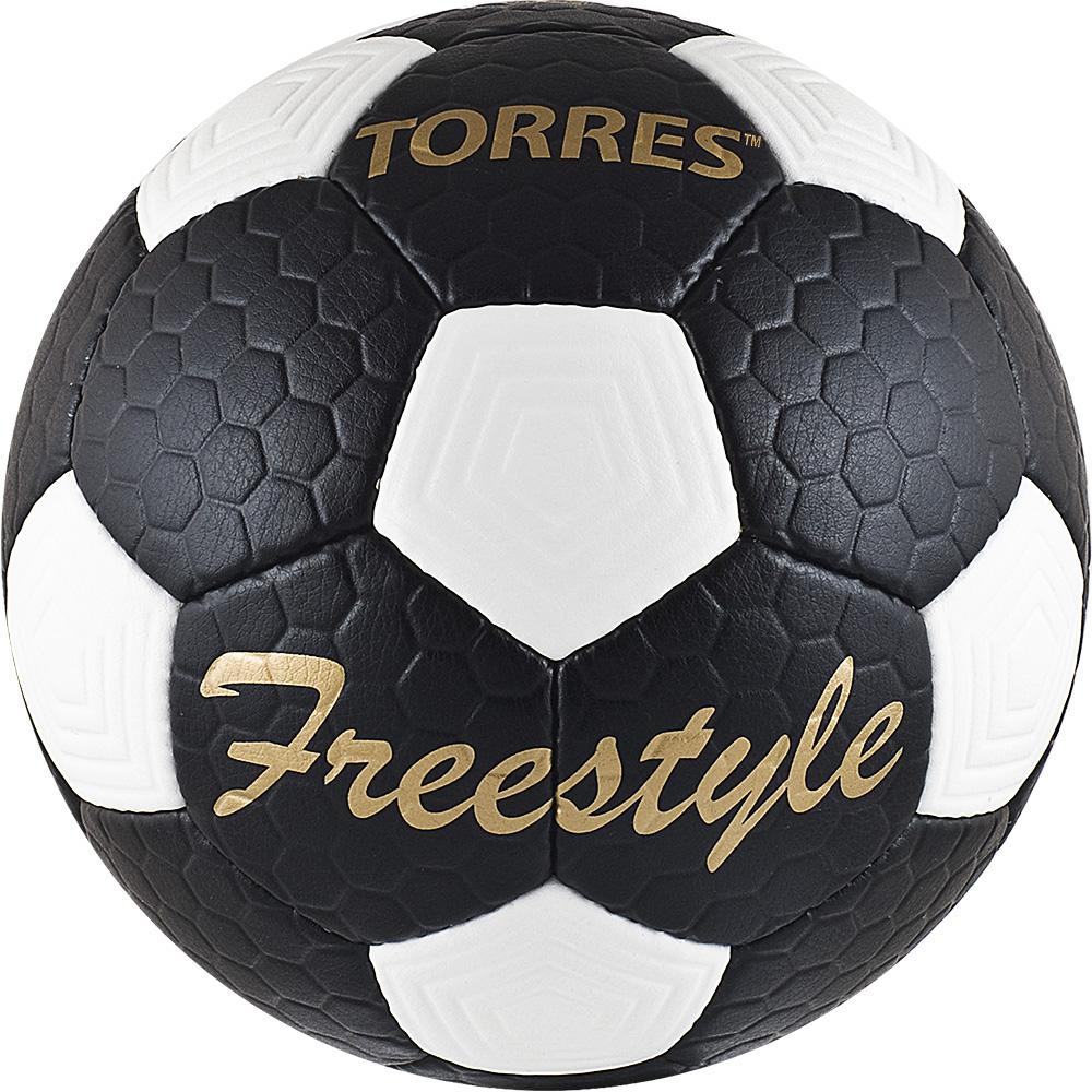 Мяч футбольный Torres Free Style, цвет: черный, белый, золотой. Размер 528259519Футбольный мяч Torres Free Style отлично подходит для игр тренировочного уровня на любых поверхностях в любых погодных условиях (при соблюдении условий эксплуатации и ухода).Надежный, хорошо зарекомендовавший себя мяч. Он состоит из 32 панелей из рифленой синтетической кожи, устойчивой к трению и износу и 4 подкладочных слоев.Камера выполнена из латекса, а покрышка из имитирующего натуральную кожу полиуретана с микрорельефной структурой.