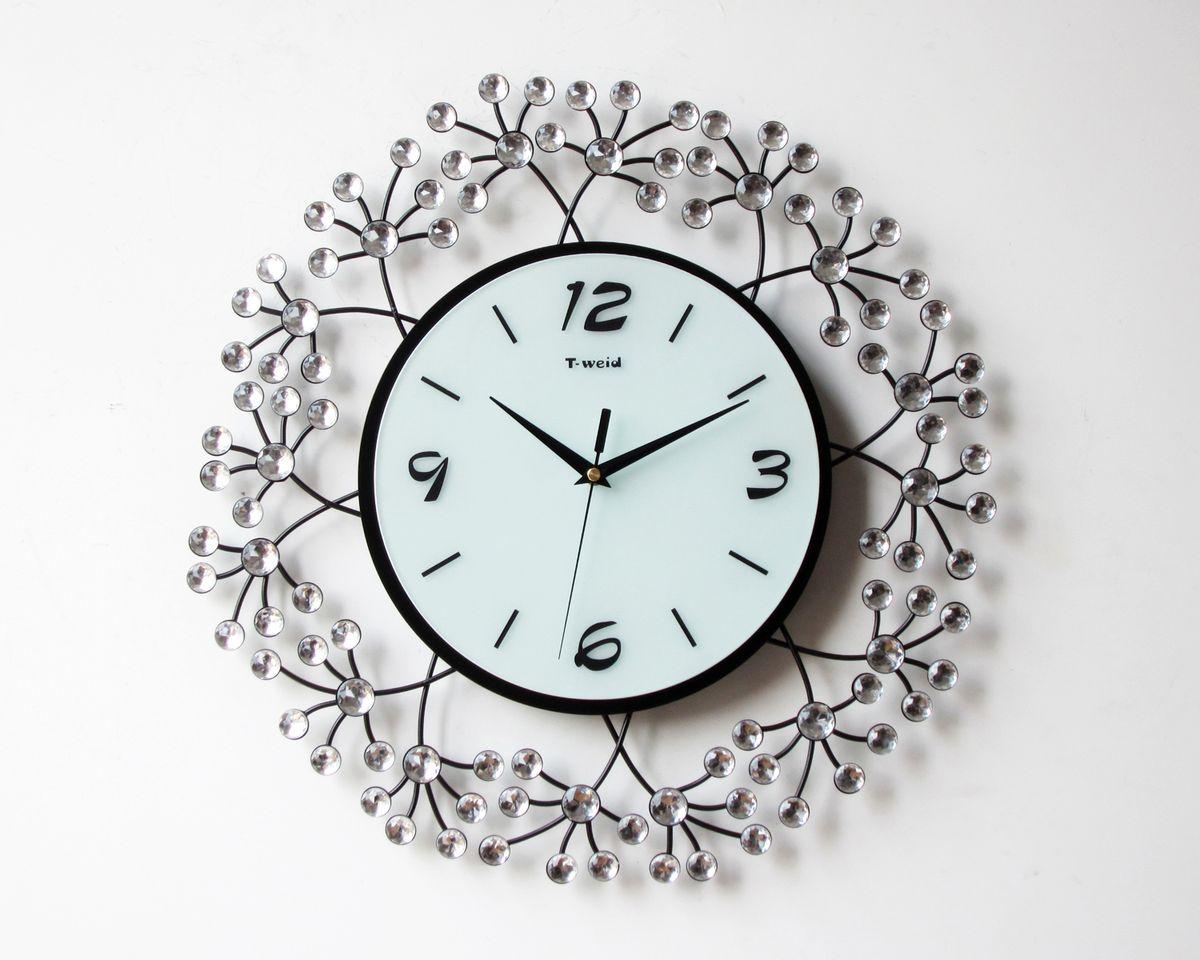 Часы настенные T-Weid, цвет: черный, белый, 43 х 43 х 5 см. M 200697493Настенные кварцевые часы - это прекрасный предмет декора, а также универсальный подарок практически по любому поводу. Циферблат часов оснащен тремя фигурными стрелками: часовой, минутной и секундной. Циферблат выполнен из матового, прочного стекла. Корпус часов украшен стразами. На задней стенке часов расположена металлическая петелька для подвешивания и блок с часовым механизмом. Часы прекрасно впишутся в любой интерьер. Тип механизма: плавающий, бесшумный. Рекомендуется докупить батарейку типа АА (не входит в комплект).