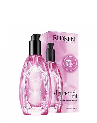 Redken Diamond Oil Термозащитное масло для сияния волос, 100 млFS-36054Первое термо-активное масло. Ультра легкие масляные экстракты не утяжеляют волосы. Термо-активные компоненты наполняют волосы во время укладки блеском, абсорбируют влагу и ускоряют время укладки. Питательные свойства масла обеспечивают гладкость и облегчают укладку.Даже самые сухие и поврежденные волосы теперь блестящие, гладкие и увлажненные.