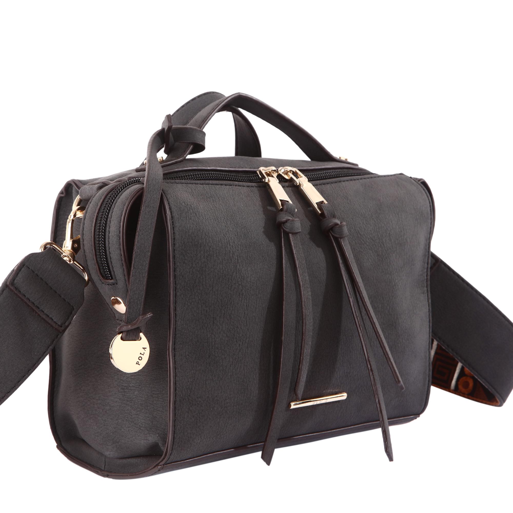 Сумка женская Pola, цвет: черный. 4399S76245Женская сумка Pola выполнена из экокожи и сверху закрывается на молнию. Внутри основного отделения небольшой карман на молнии и два открытых кармана. Снаружи - небольшой карман на молнии сзади сумки. В комплекте съемный, нерегулируемый по длине плечевой ремень высотой 40 см, который украшен тканевой вставкой в этническом стиле.Высота ручек 4 см. Цвет фурнитуры - золото.
