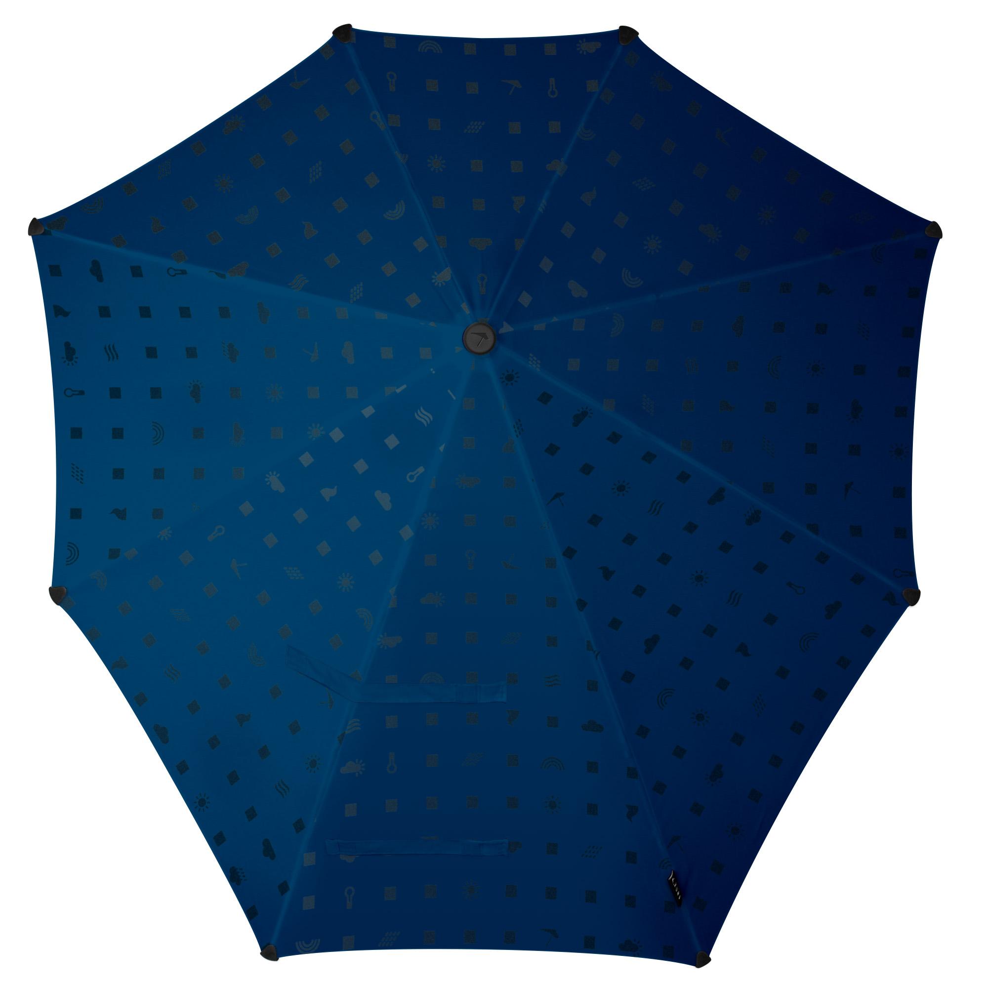 Зонт-трость Senz, цвет: темно-синий. 2011062REM12-GREYЗонт-трость Senz - инновационный противоштормовый зонт, выдерживающий любую непогоду. Форма купола продумана так, что вы легко найдете самое удобное положение на ветру - без паники и без борьбы со стихией. Закрывает спину от дождя. Благодаря своей усовершенствованной конструкции, зонт не выворачивается наизнанку даже при сильном ветре. Модель Senz Original выдержала испытания в аэротрубе со скоростью ветра 100 км/ч.Характеристики: тип - трость, выдерживает порывы ветра до 100 км/ч, УФ-защита 50+, удобная мягкая ручка, безопасные колпачки на кончиках спиц, в комплекте прочный чехол из плотной ткани с лямкой на плечо, гарантия 2 года.