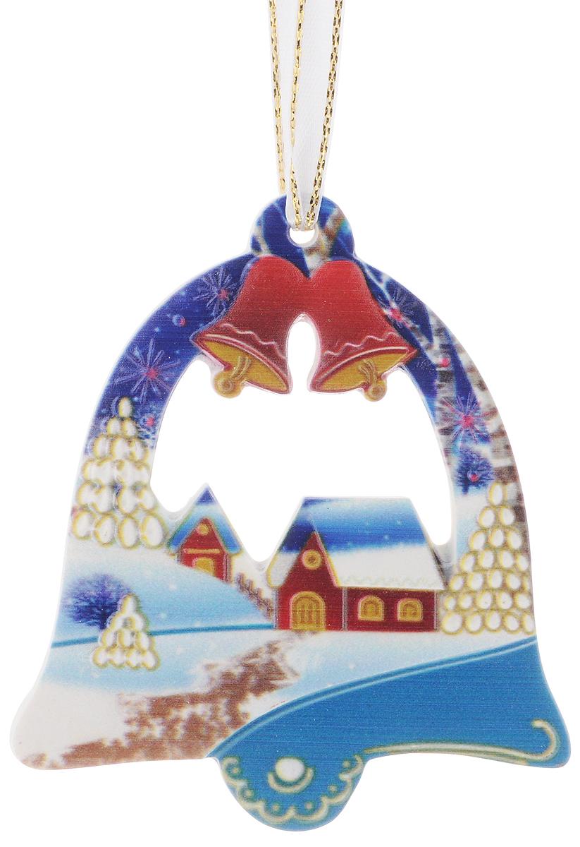 Украшение новогоднее подвесное Magic Time, 8 х 9 смC0038550Новогоднее подвесное украшение Magic Time выполнено из полирезина в виде колокольчика с изображением зимней деревни. С помощью специальной петельки украшение можно повесить в любом понравившемся вам месте. Но, конечно, удачнее всего оно будет смотреться на праздничной елке.Елочная игрушка - символ Нового года. Она несет в себе волшебство и красоту праздника. Создайте в своем доме атмосферу веселья и радости, украшая новогоднюю елку нарядными игрушками, которые будут из года в год накапливать теплоту воспоминаний.