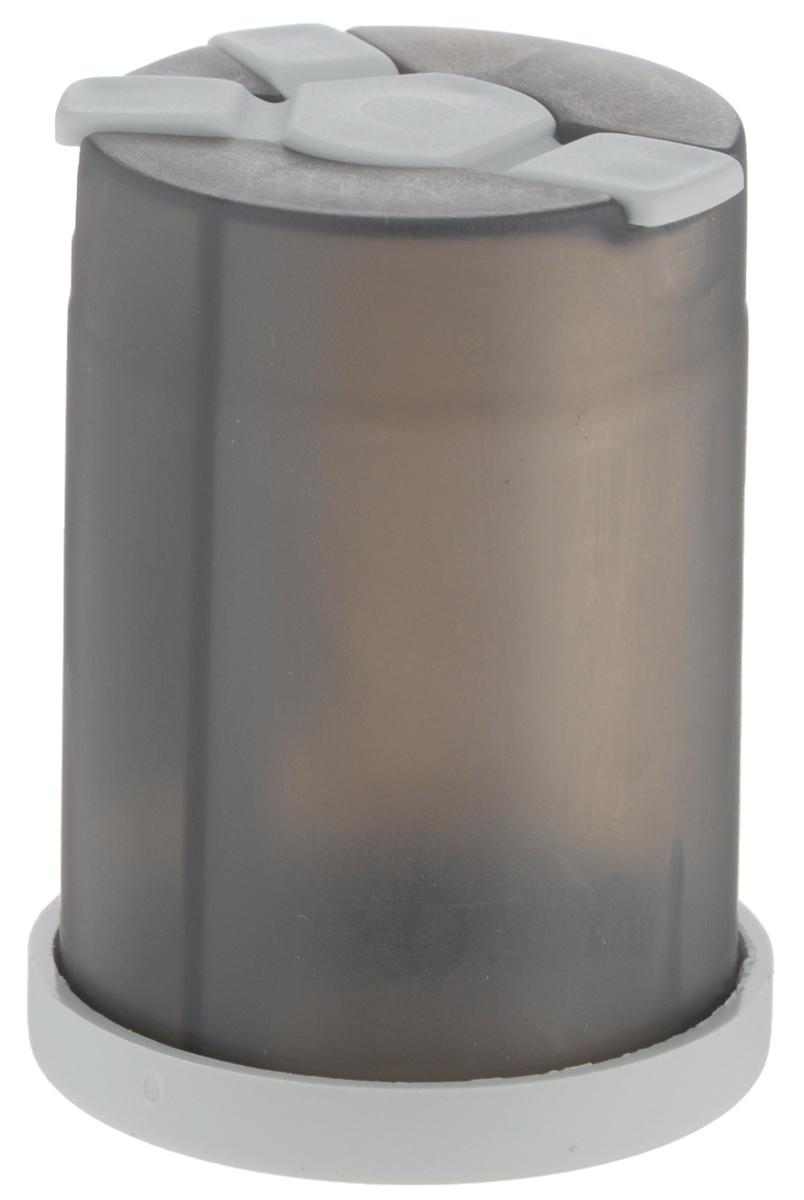 Емкость для специй Wildo Shaker, цвет: светло-серый67742Емкость Wildo Shaker предназначена для хранения специй трех видов. Емкость внутри разделена на три отдельные секции, одну большую и две поменьше, с отдельными выходами. Выходные отверстия секций плотно закрываются гибкими крышками. Размер отверстий позволит использовать в Wildo Shaker соль и специи только мелкого помола.Диаметр емкости (по верхнему краю): 4 см.Высота емкости: 5,8 см.
