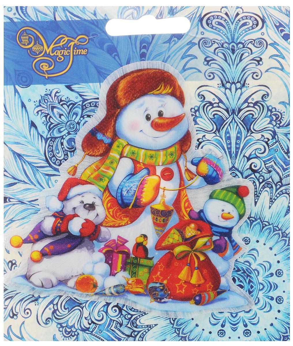 Украшение новогоднее Magic Time Снеговики, со светодиодной подсветкой, на присоске, 10,5 x 10 x 3 см804833_белыйНовогоднее украшение Magic Time Снеговики выполнено из поливинилхлорида. Украшение представляет собой пластиковую картину с изображением снеговиков с подарками. С помощью присоски украшение можно прикрепить на любое понравившееся вам место. Изделие оснащено светодиодной подсветкой.В комплект входит элемент питания LR44 (мощность 0,06 Вт, напряжение 3 В)Новогоднее украшение Magic Time Снеговики несет в себе волшебство и красоту праздника. Создайте в своем доме атмосферу веселья и радости, с помощью игрушек, которые будут из года в год накапливать теплоту воспоминаний.Размер украшения: 10,5 х 10 х 3 см.